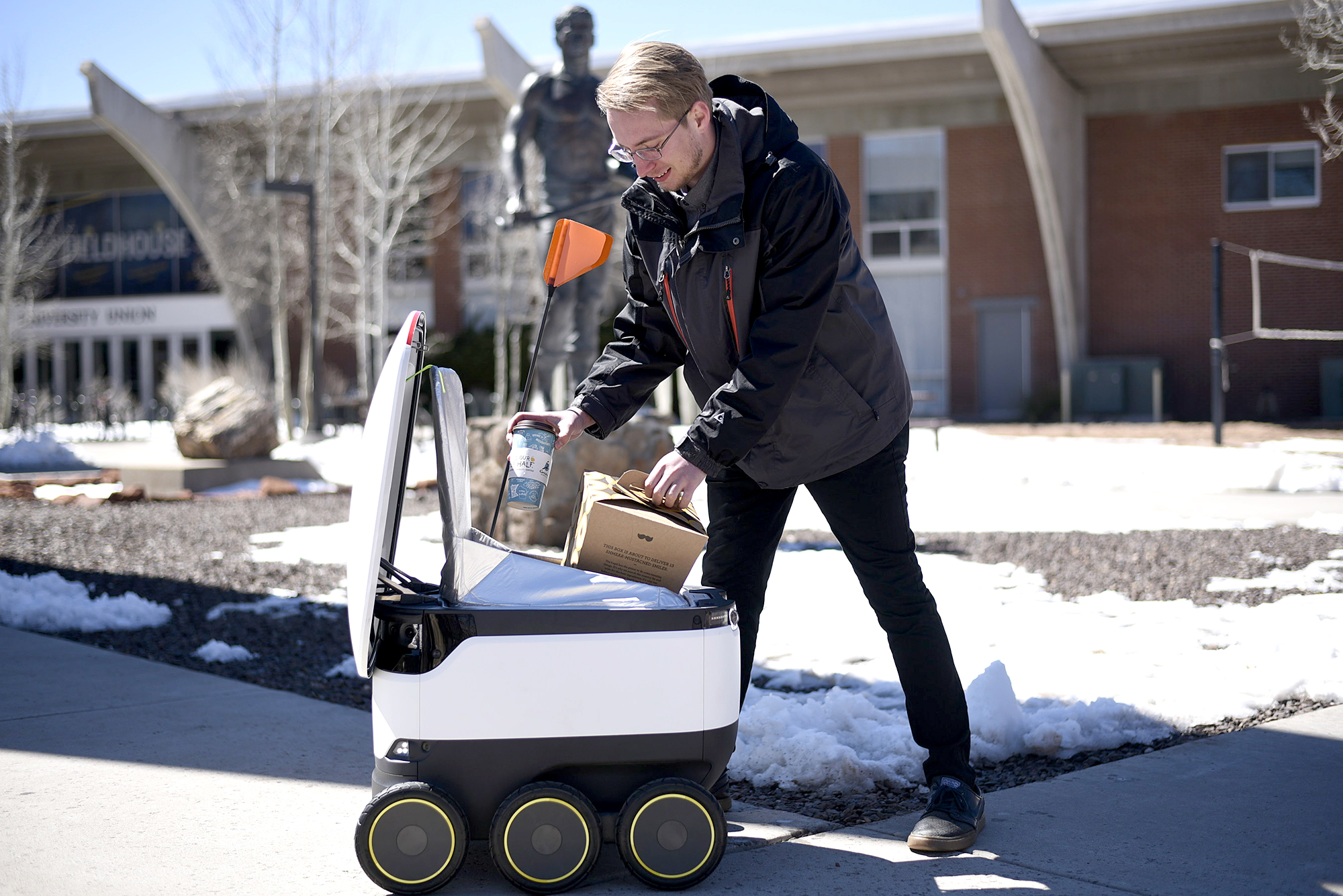 Robots Are Now Bringing Breakfast to College Kids in Arizona: '[This Is] a Lifesaver'