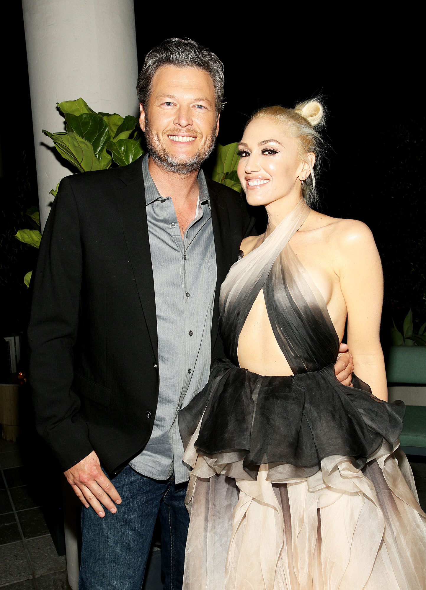 "Gwen-Stefani-blake-shelton-sweetest - The ""Baby Don't Lie"" crooner posted a series of post-concert photos on Instagram that showed her smooching her man while locked in a passionate embrace in her dressing room."