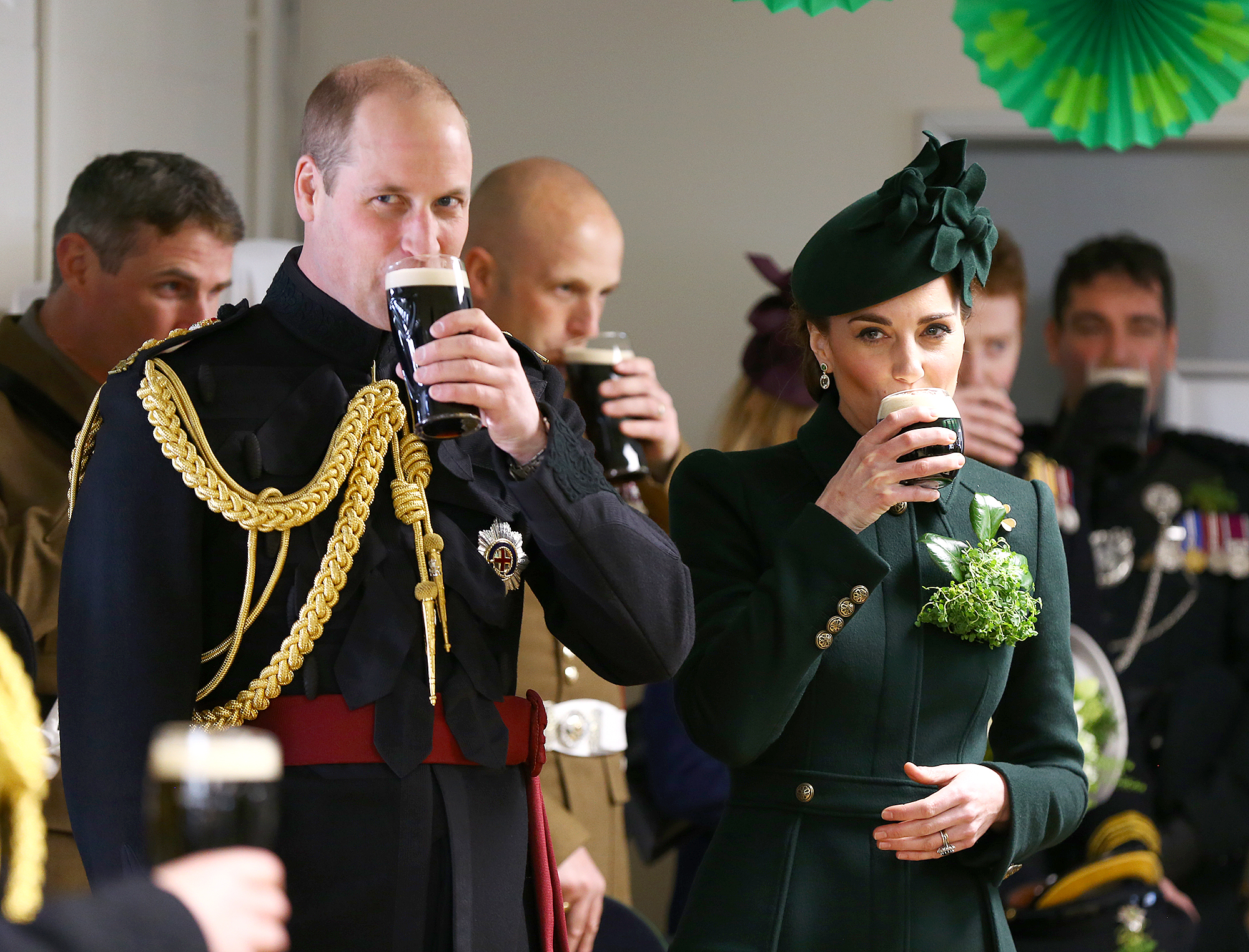 prince-william-duchess-kate-drinking-beer - HOUNSLOW, ENGLAND – MARCH 17: Catherine, Duchess of Cambridge and Prince William, Duke of Cambridge enjoy a pint of Guinness after attending the St Patrick's Day parade at Cavalry Barracks on March 17, 2019 in Hounslow, England. (Photo by Gareth Fuller – WPA Pool/Getty Images)