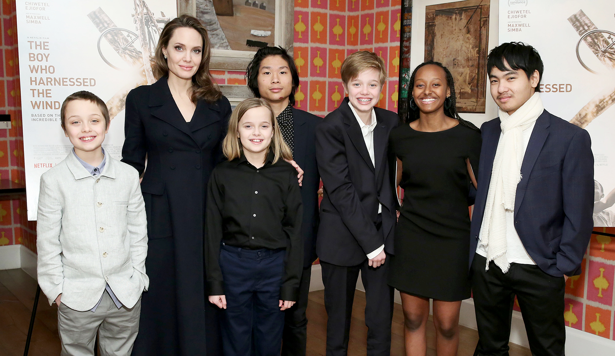 Angelina-Jolie-with-children-Knox-Leon-Jolie-Pitt,-Vivienne-Marcheline-Jolie-Pitt,-Pax-Thien-Jolie-Pitt,-Shiloh-Nouvel-Jolie-Pitt,-Zahara-Marley-Jolie-Pitt-and-Maddox-Chivan-Jolie-Pitt