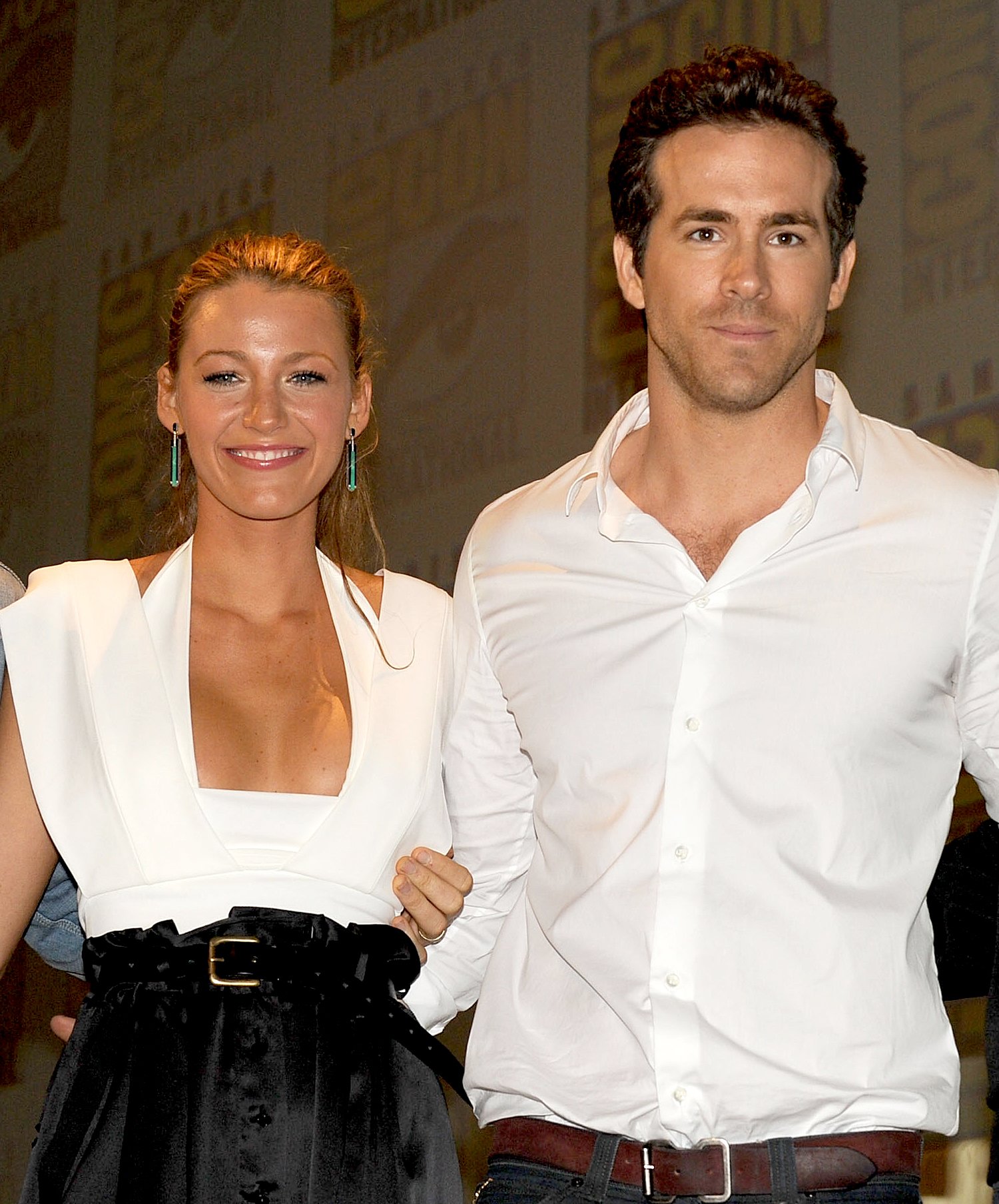 Blake-Lively-Ryan-Reynolds-July-24,-2010 - Blake Lively and Ryan Reynolds made their debut as Green Lantern costars at 2010 Comic-Con at the San Diego Convention Center. At the time, Reynolds was still married to Scarlett Johansson , and Lively was dating Gossip Girl costar Penn Badgley .