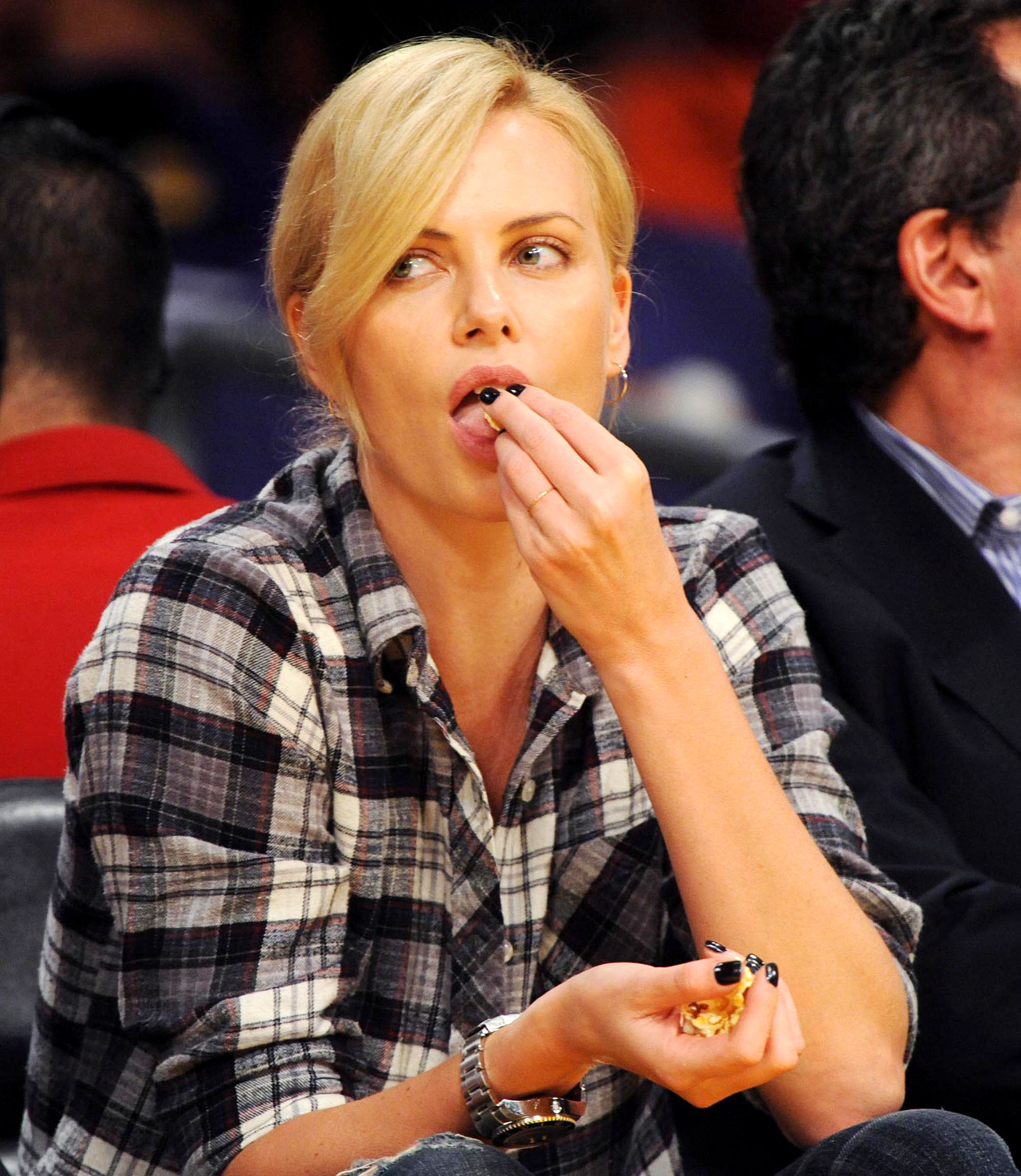 Celebs Eating Courtside - The Tully star was the epitome of courtside casual as she munched on popcorn while watching the Los Angeles Lakers play the Oklahoma City Thunder in game two of the Western Conference playoffs at the Staples Center in Los Angeles on April 20, 2010.