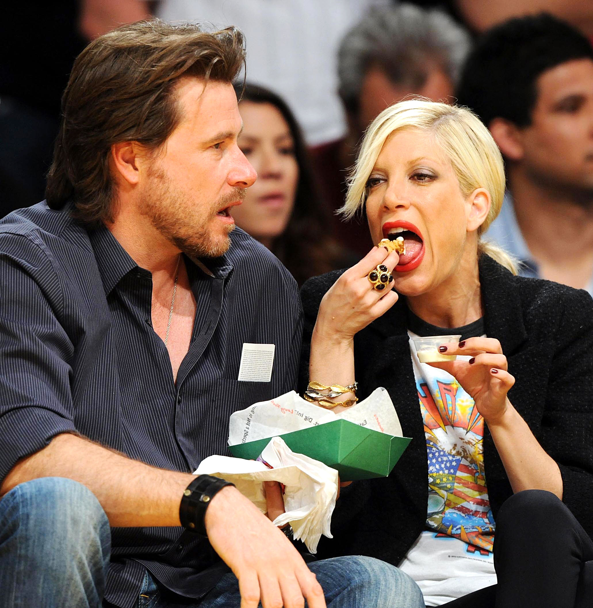 Celebs Eating Courtside - Ever the attentive husband, McDermott held the takeout container as the 90210 alum helped herself to a bite of food. The couple was at L.A.'s Staples Center on April 4, 2009, to see the Lakers go up against the Houston Rockets.