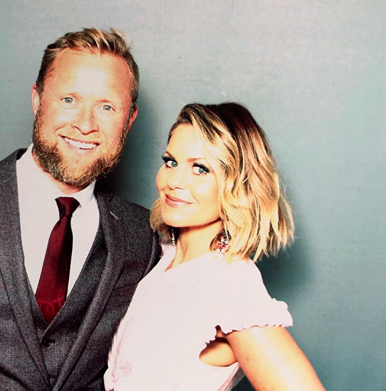Celebs Party Val Chmerkovskiy Jenna Johnson Wedding - The Fuller House star and her husband of 22 years stopped by the photo booth.