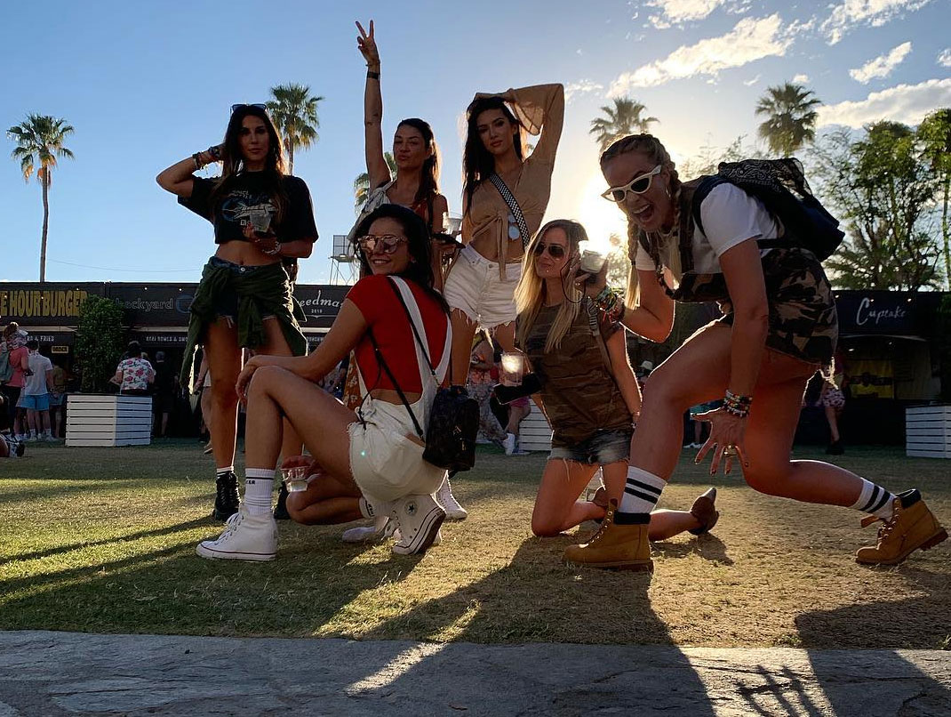 "Nina Dobrev Coachella 2019 - The Vampire Diaries alum and a handful of her gal pals, including Jessica Szohr, got into formation at Coachella on April 20. ""We're the LBPz. Album dropping soon,"" Dobrev wrote on Instagram ""Actually scratch that. Performing tonight. On the Main Stage. #CoachLOLz."""