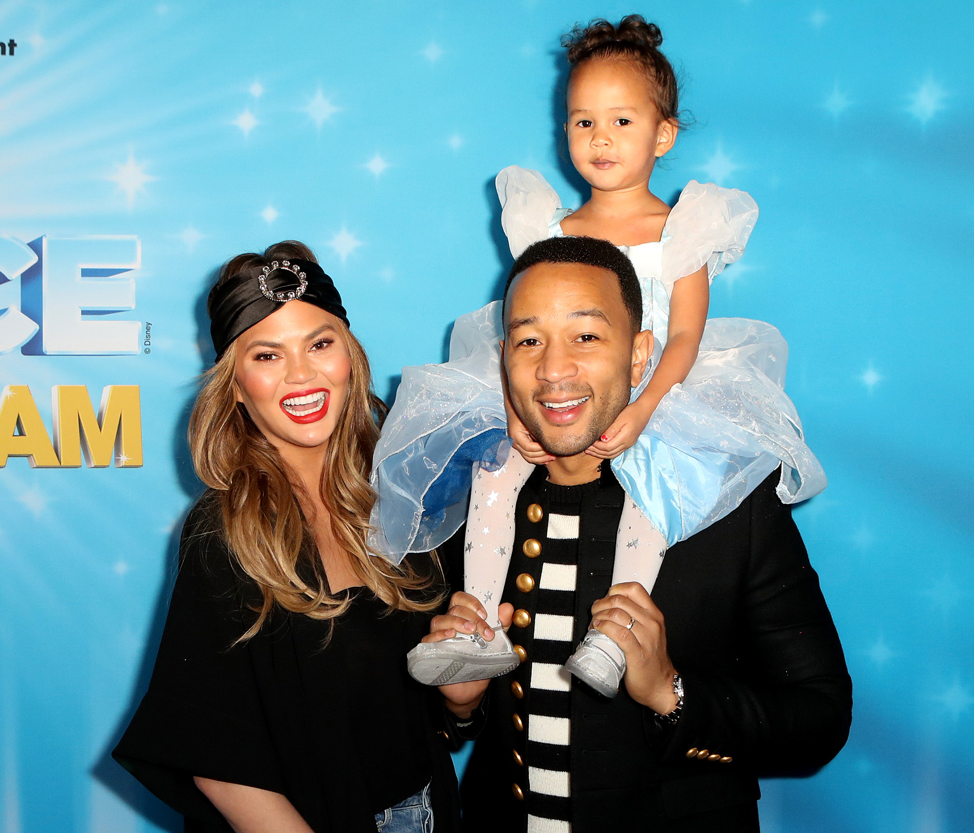 Chrissy-Teigen,-John-Legend-and-daughter-Luna