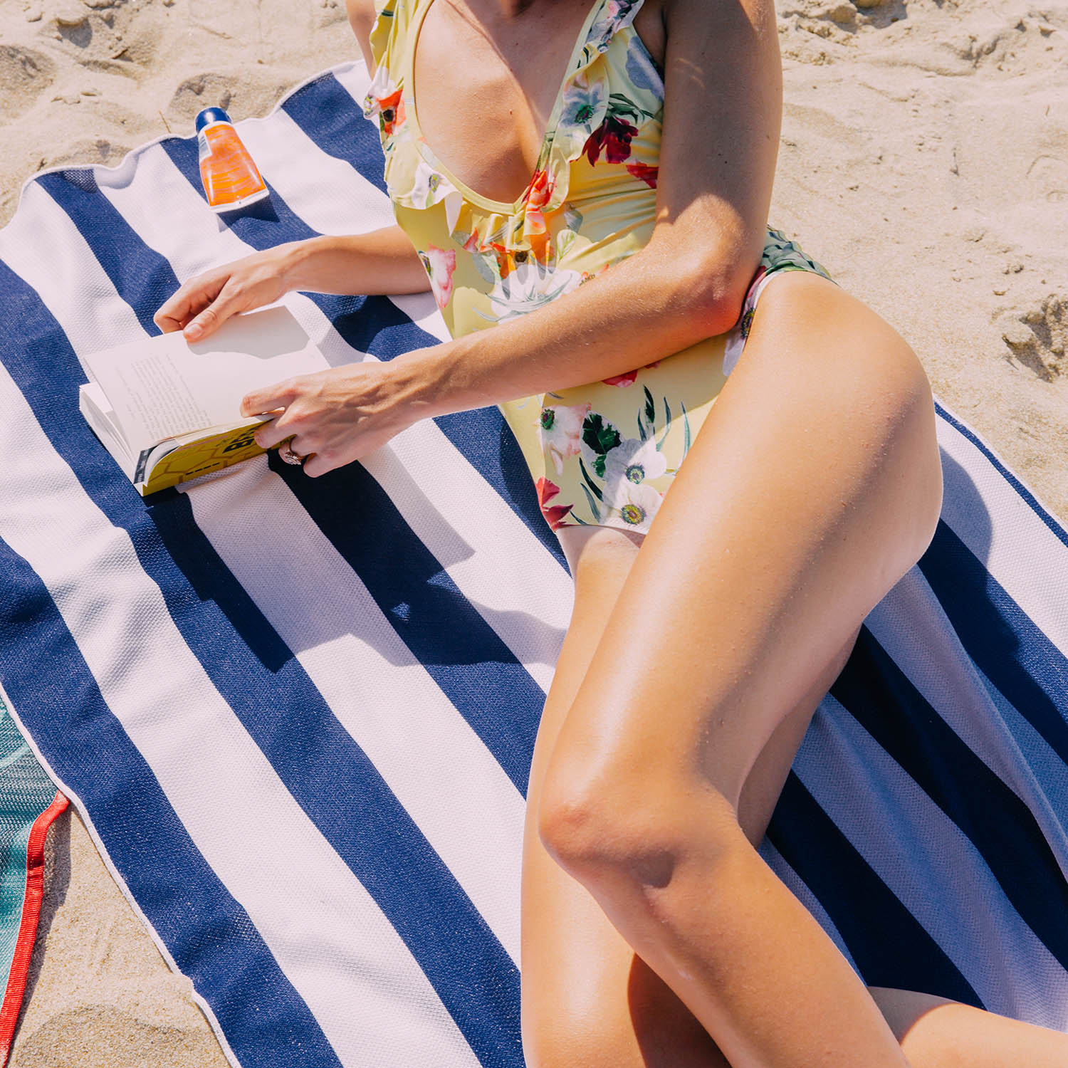 Clear-Sand-Free-Beach-Towel - Do beach days get any better than this?