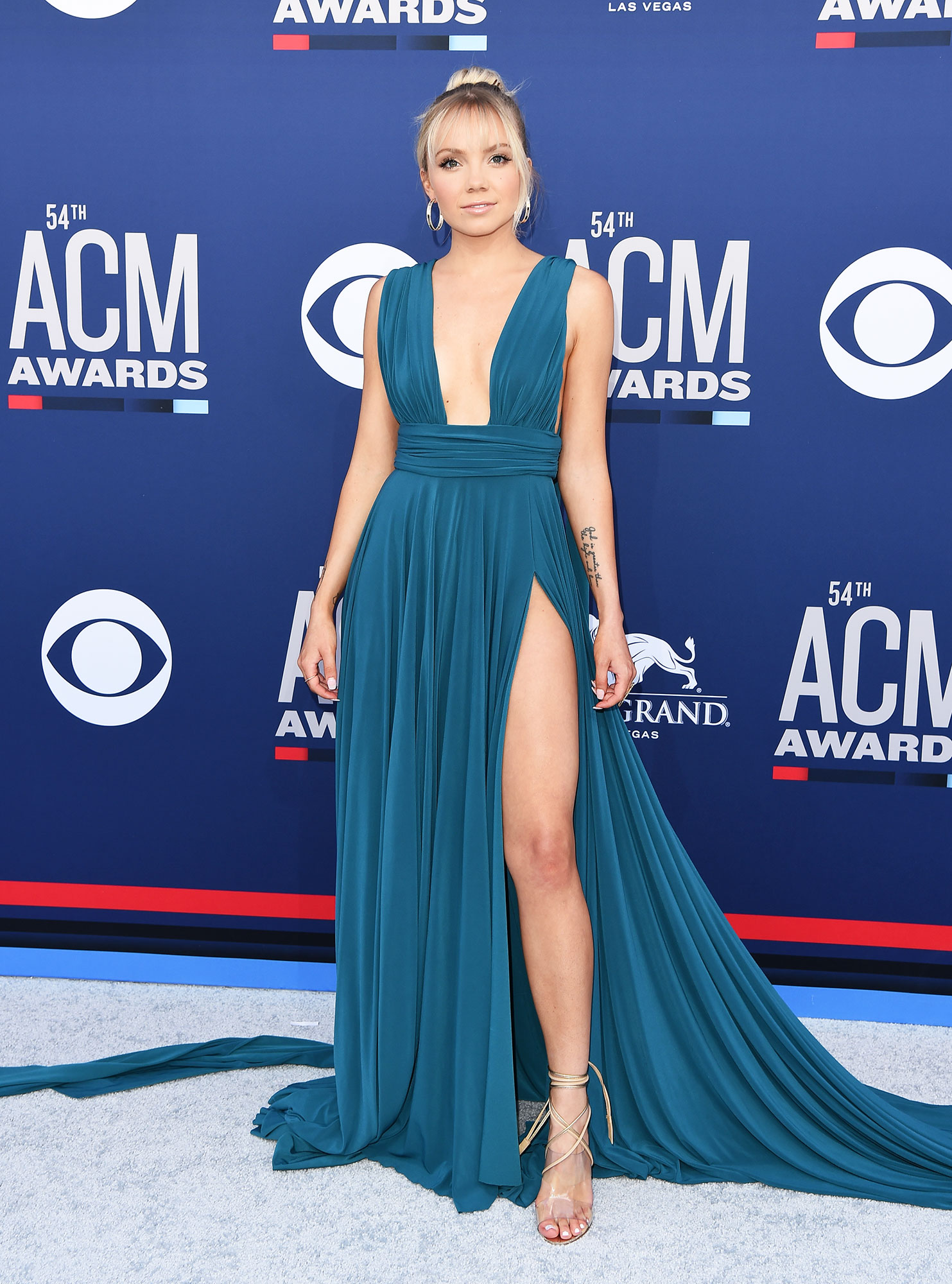 """Danielle Bradbery The Best Looks From the Country Music Awards Red Carpet - The plunging neckline, hip-high slit and long train all made the """"Worth It"""" singer's teal dress a real head-turner."""