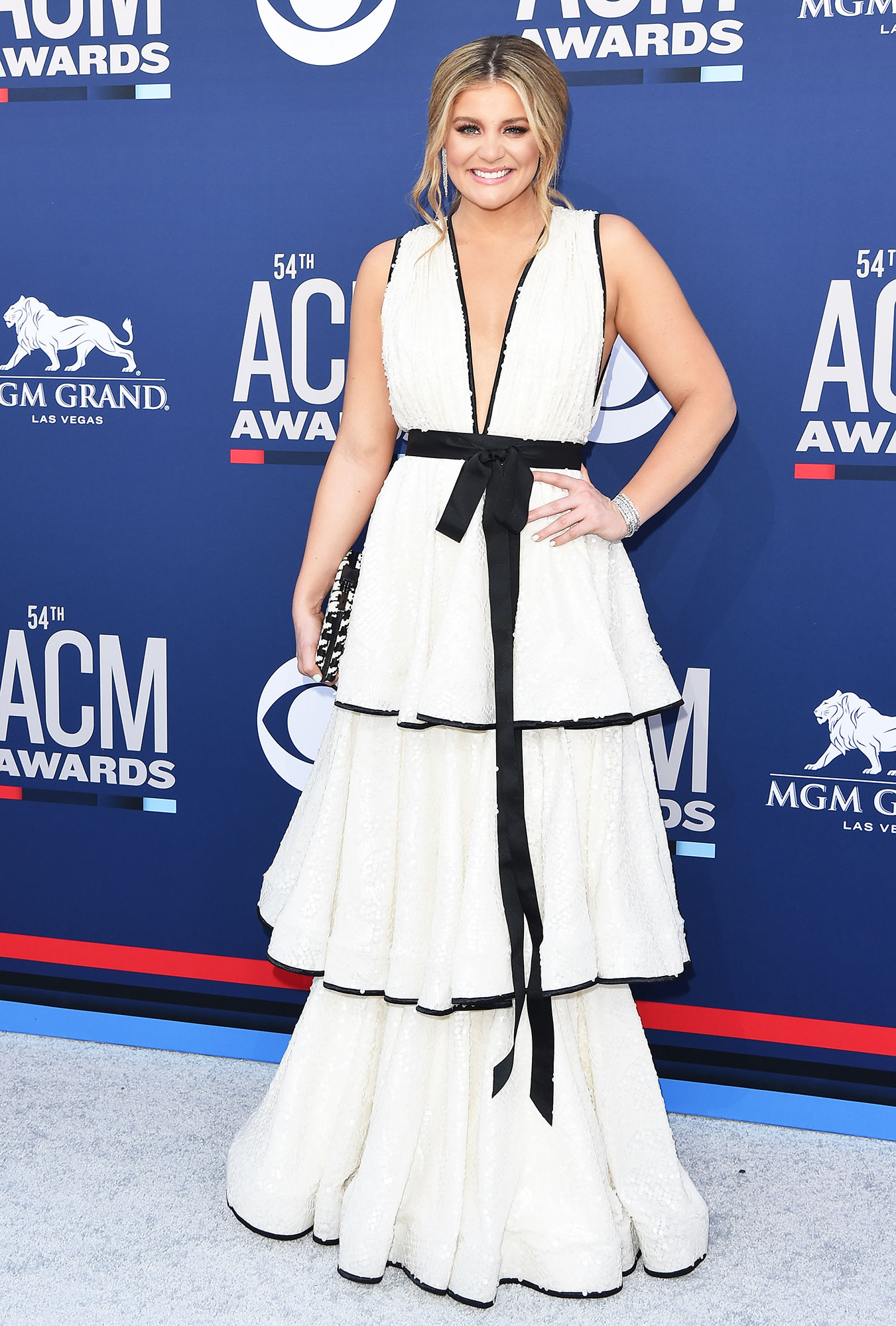 Lauren Alaina The Best Looks From the Country Music Awards Red Carpet - The blonde beauty looked like a goddess in her white ruffled ballgown.