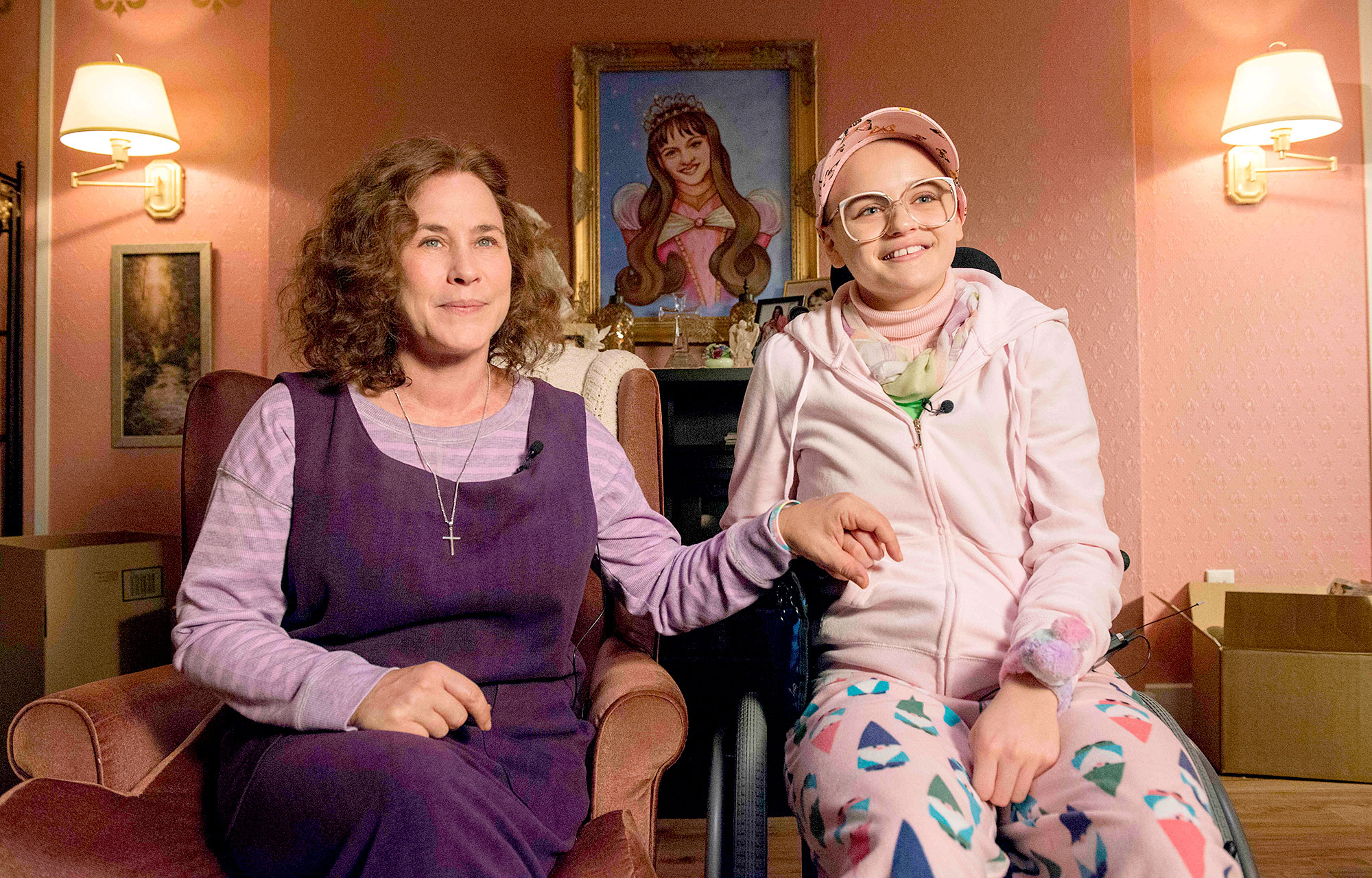 Dee-Dee-Blanchard-(Patricia-Arquette),-Gypsy-Rose-Blanchard-(Joey-King)-The-Act - Patricia Arquette and Joey King in 'The Act.