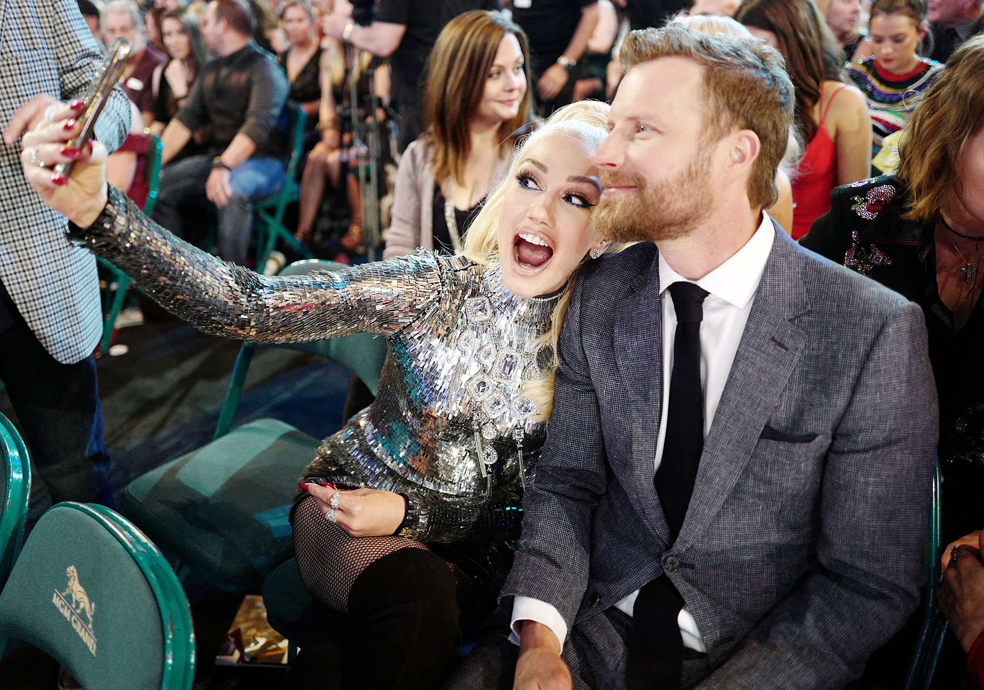 "Inside ACM Awards 2019 Gwen Stefani Dierks Bentley - The ""Sweet Escape"" songstress snapped a photo with the ""Burning Man"" singer."