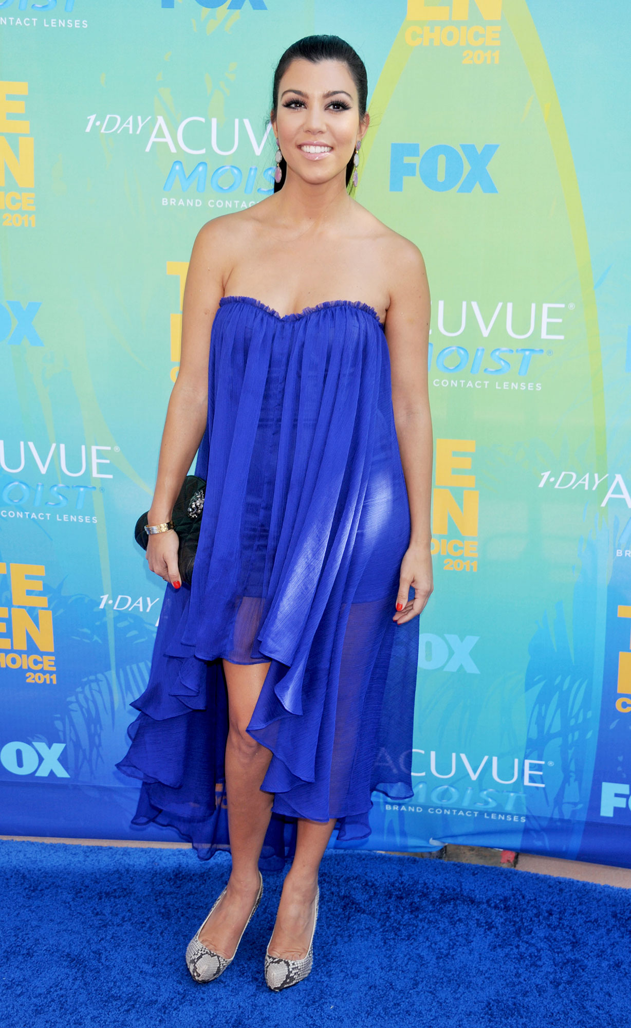 Happy 40th Birthday, Kourtney Kardashian - At the Teen Choice Awards, the brunette beauty rocked a cobalt blue Blaque Label frock.