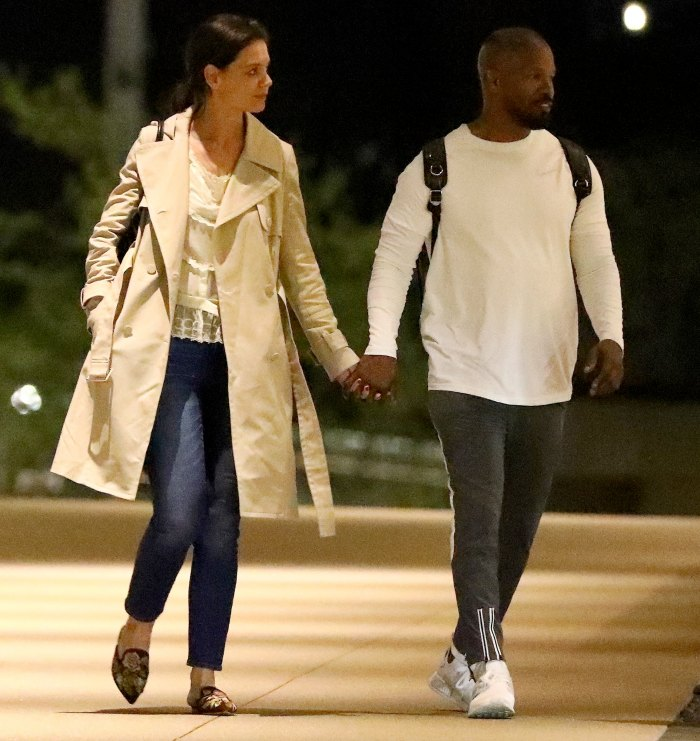Jamie-Foxx-and-Katie-Holmes-back-together-holding-hands