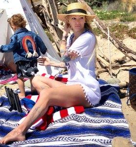 Jenna Jameson Shuts Down Instagram Troll Flashes Legs