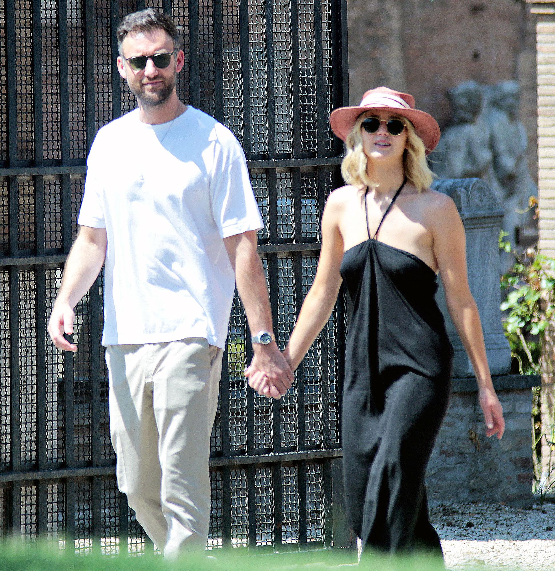 Jennifer Lawrence Darren Aronofsky Joke Cooke Maroney Engagement