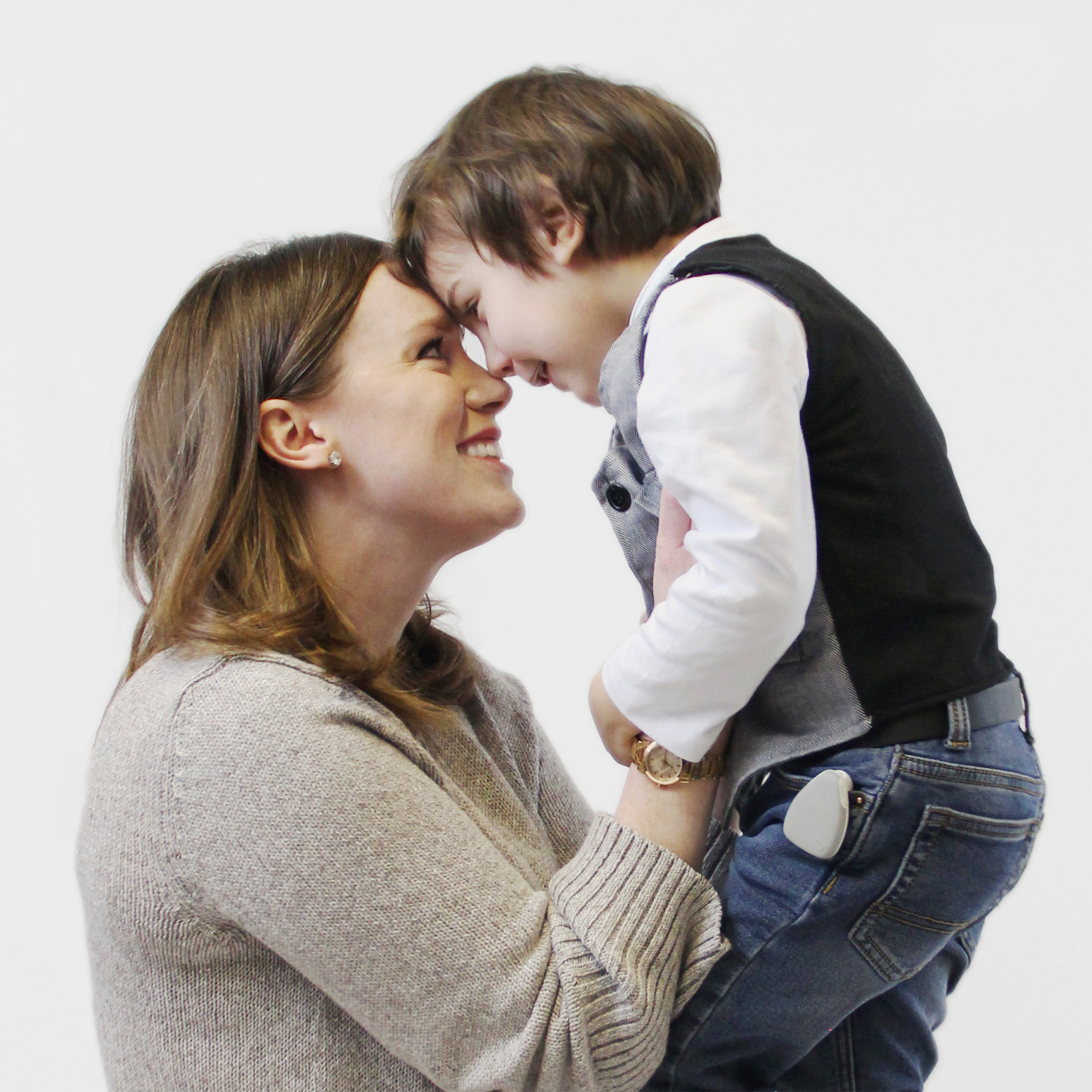 Jiobit-Location-Monitor - Moms will never fear losing their little ones again with tracking devices from Jiobit.