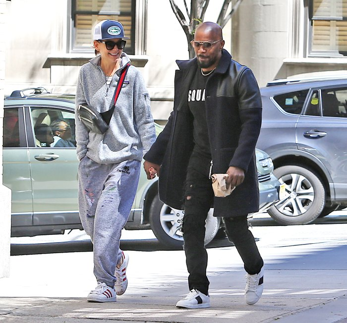 Katie-Holmes-and-Jamie-Foxx-Hold-Hands-in-New-York-City