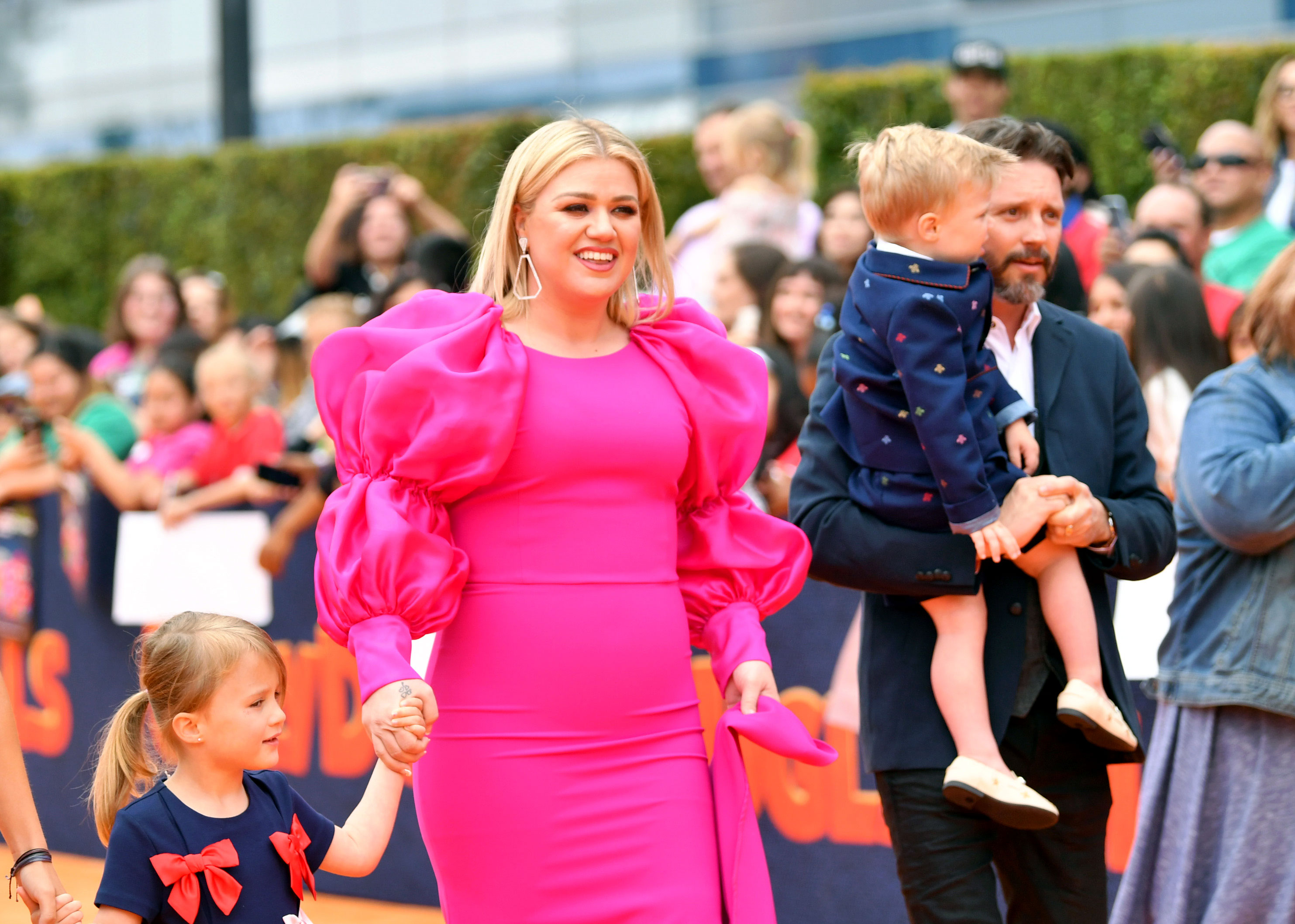 Kelly Clarkson Brings Her 4 Kids to the Premiere of Her