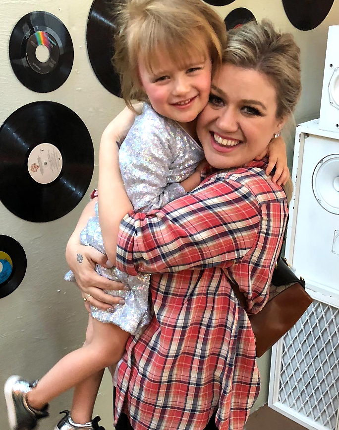 Kelly Clarkson and Her Kids Gallery
