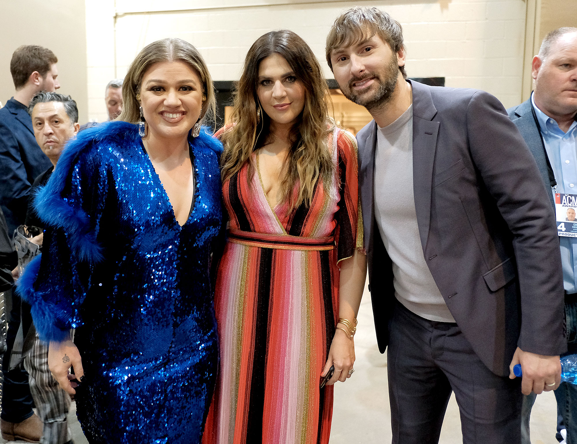 Inside ACM Awards 2019 Kelly Clarkson Hillary Scott Dave Haywood - Kelly Clarkson leaned in close for a photo with Scott and Haywood.