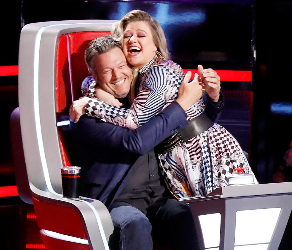 Kelly-Clarkson-Trolls-Blake-Shelton - Kelly Clarkson and Blake Shelton on The Voice