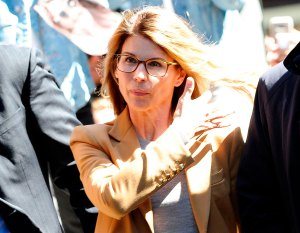 Lori Loughlin Appears in Federal Court Amid College Admissions Scandal