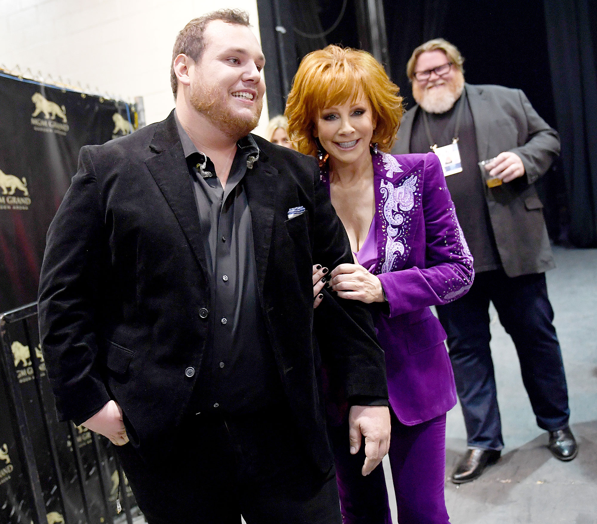 Inside ACM Awards 2019 Luke Combs Reba McEntire - Host Reba McEntire took a picture with Luke Combs .