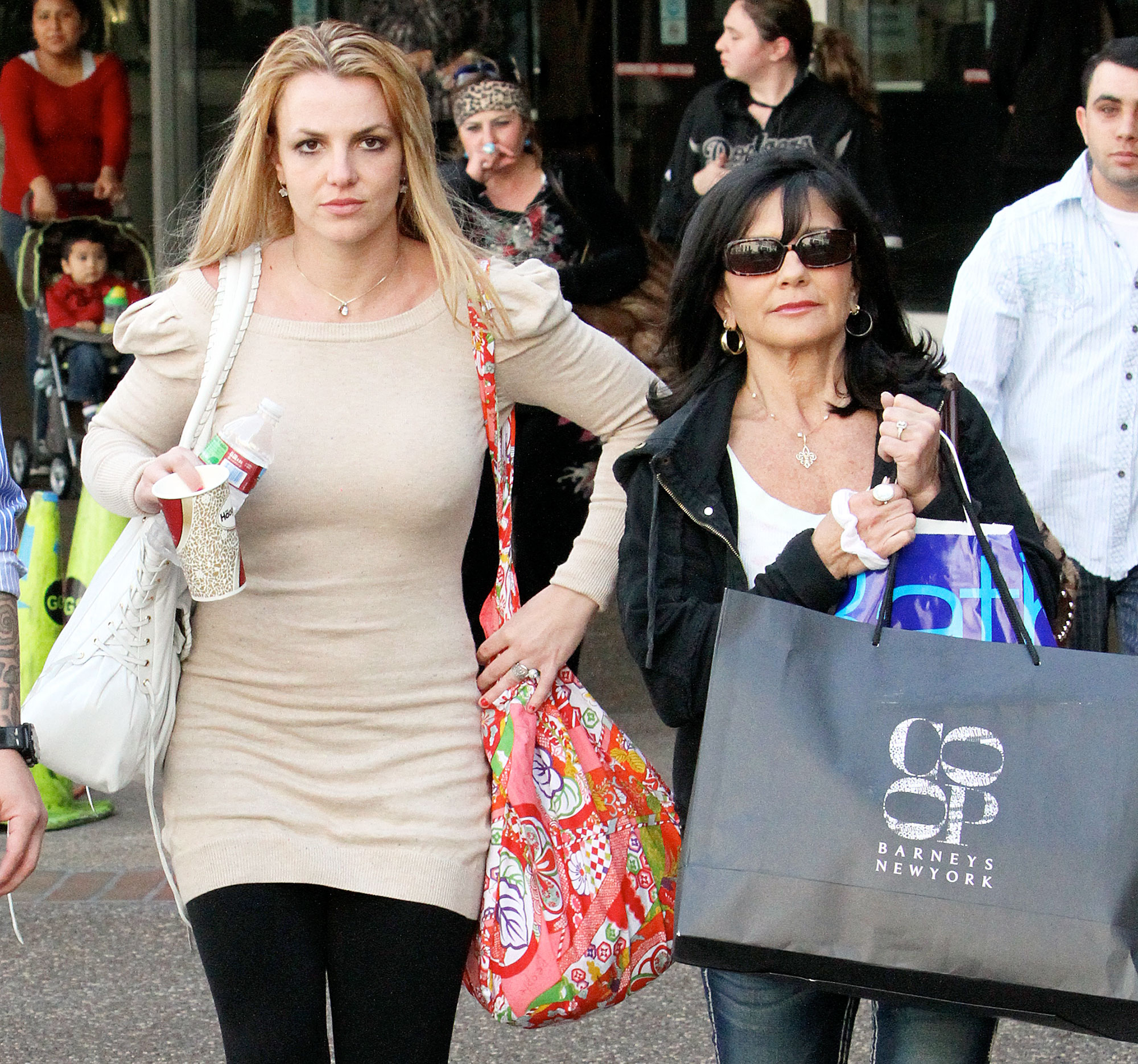 Lynne Spears Sam Asghari Support Britney Spears Mental Health Treatment