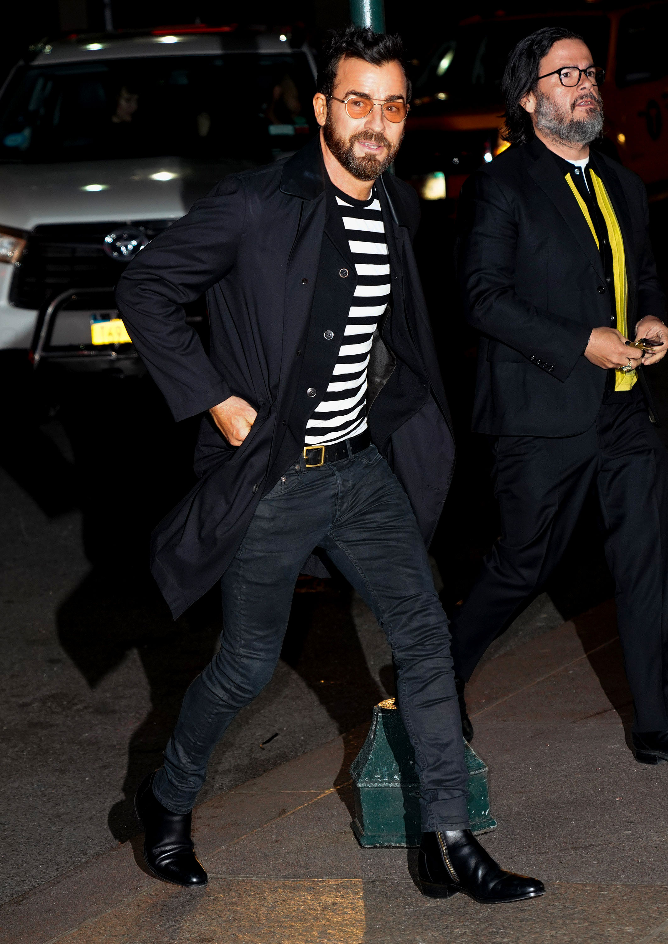 Marc-Jacob-and-Char-DeFrancesco-wedding-reception Justin Theroux - Theroux looked dapper in a black jacket that he paired with a striped shirt as he arrived at the reception.