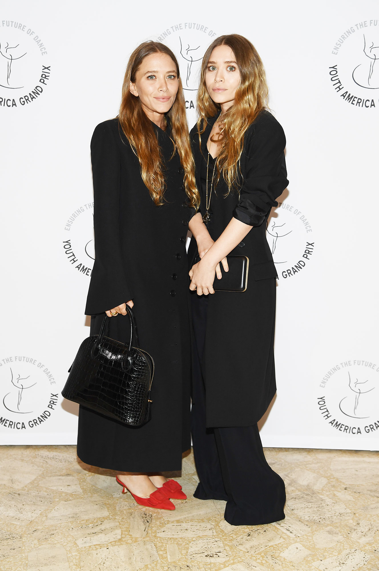 9167df15f0 Mary-Kate and Ashley Olsen's Best Red Carpet Style Moments: Pics
