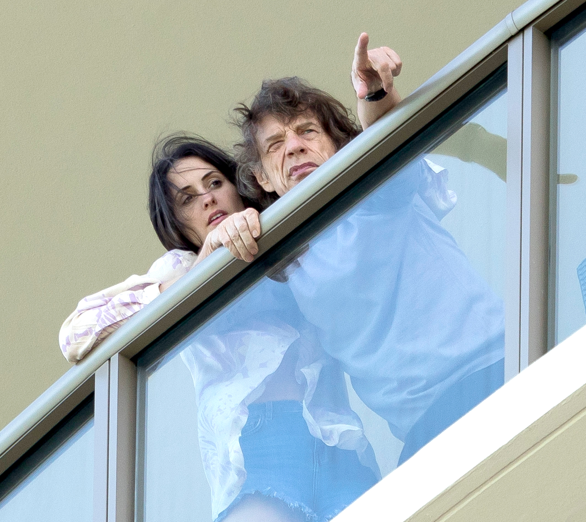 Mick-Jagger-and-girlfriend-Melanie-Hamrick - Mick Jagger and girlfriend Melanie Hamrick on their balcony in Miami on March 31, 2019.