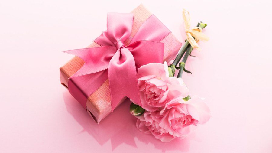 Mother's Day Gift Guide 2019 flower present gift