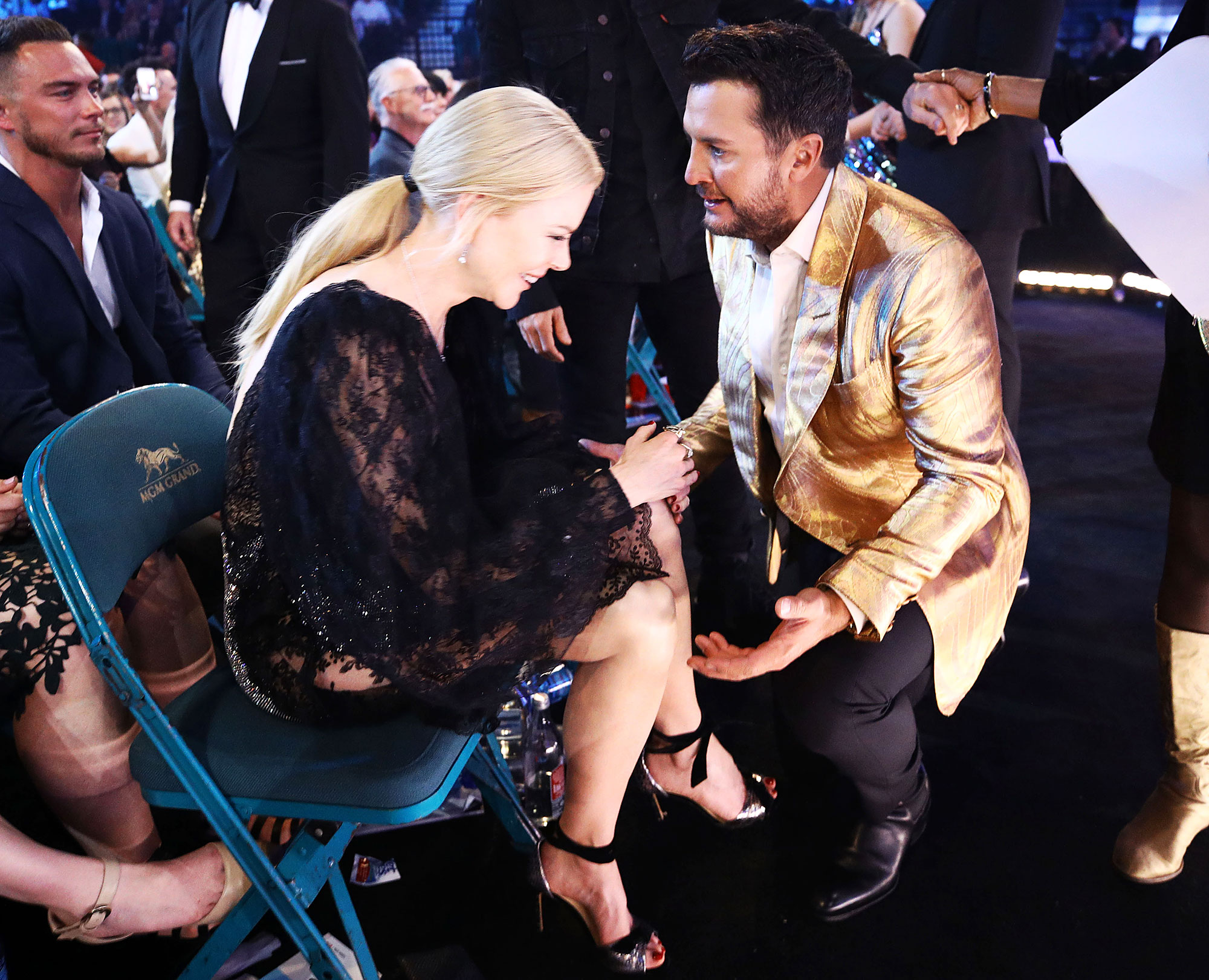Inside ACM Awards 2019 Nicole Kidman Luke Bryan - Kidman couldn't contain her laughter while catching up with the American Idol judge.