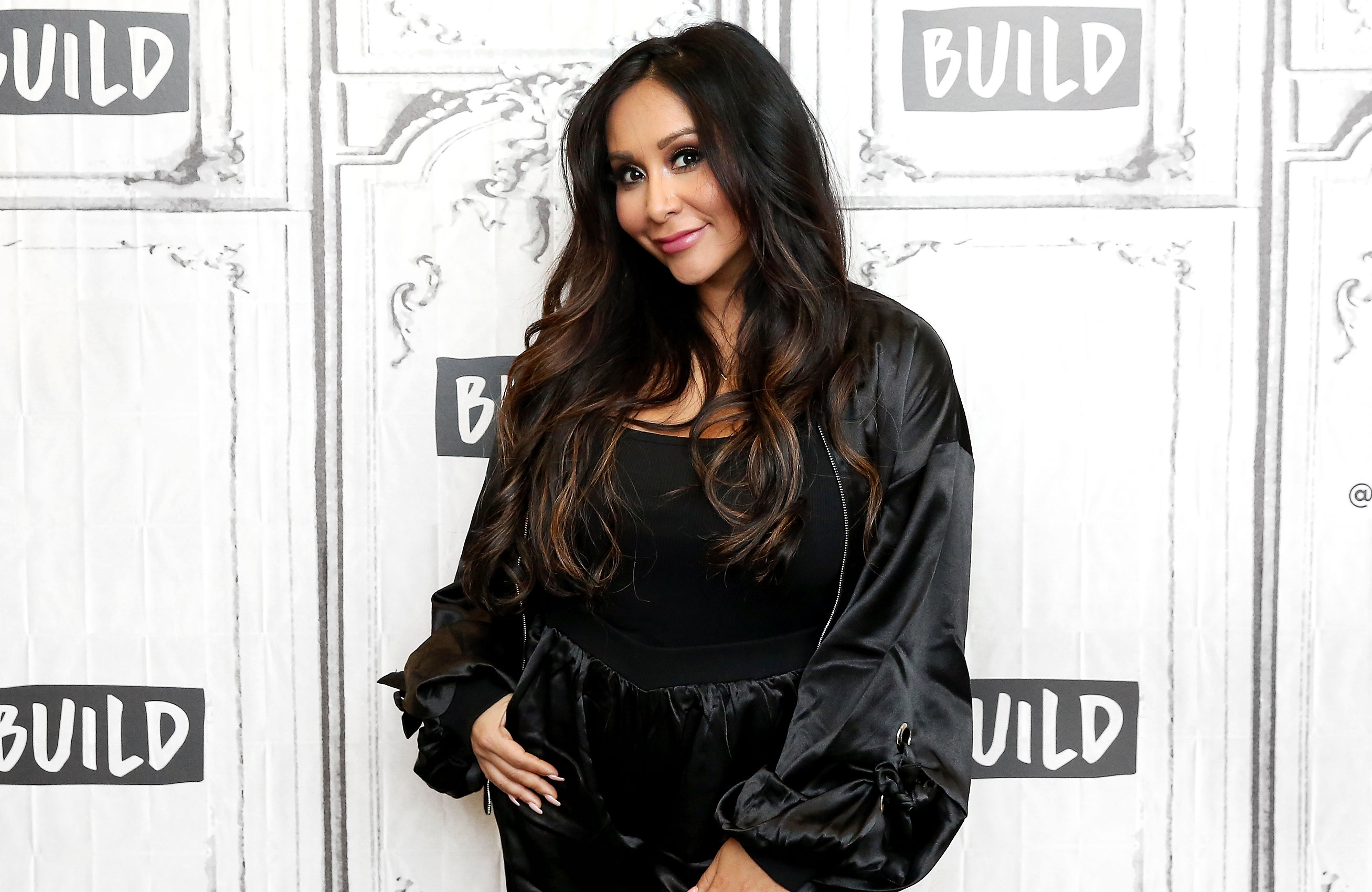 "Nicole 'Snooki' Polizzi Her Kids Look Like Her Husband Jionni LaValle - Nicole ""Snooki"" Polizzi visits Build Studio to discuss the TV show ""How Far Is Tattoo Far?"" on October 22, 2018 in New York City."