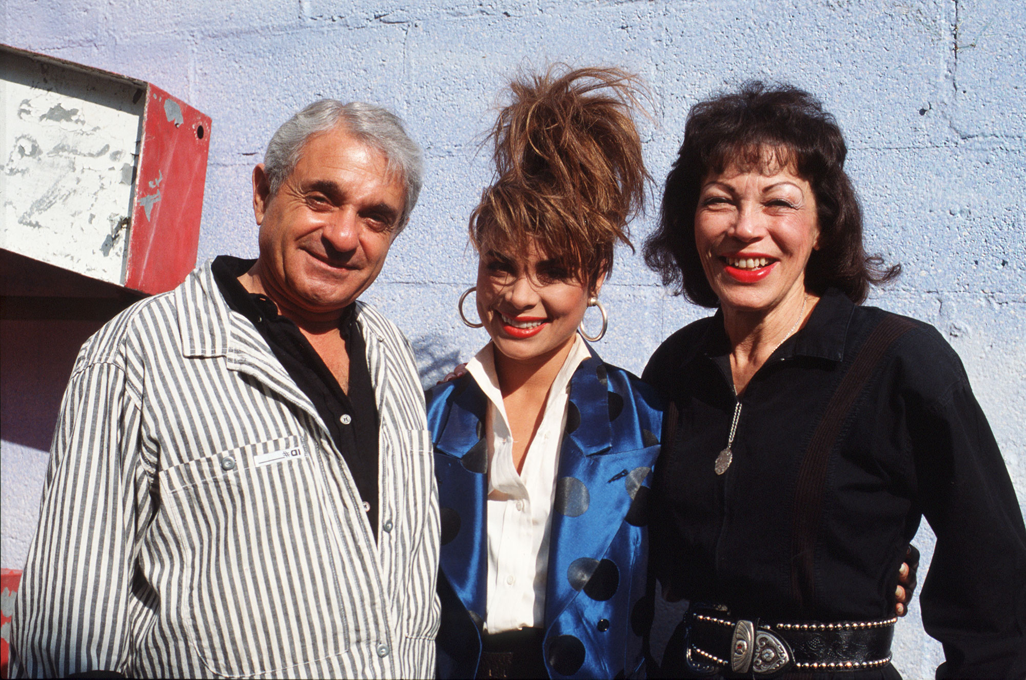 "Paula Abdul father Harry Abdul Lorraine Abdul dies - Singer and dancer Paula Abdul poses for a portrait with her parents Lorraine Abdul and Harry Abdul during the filming of the video for her hit song ""Forever Your Girl"" which was released on June 13, 1988."