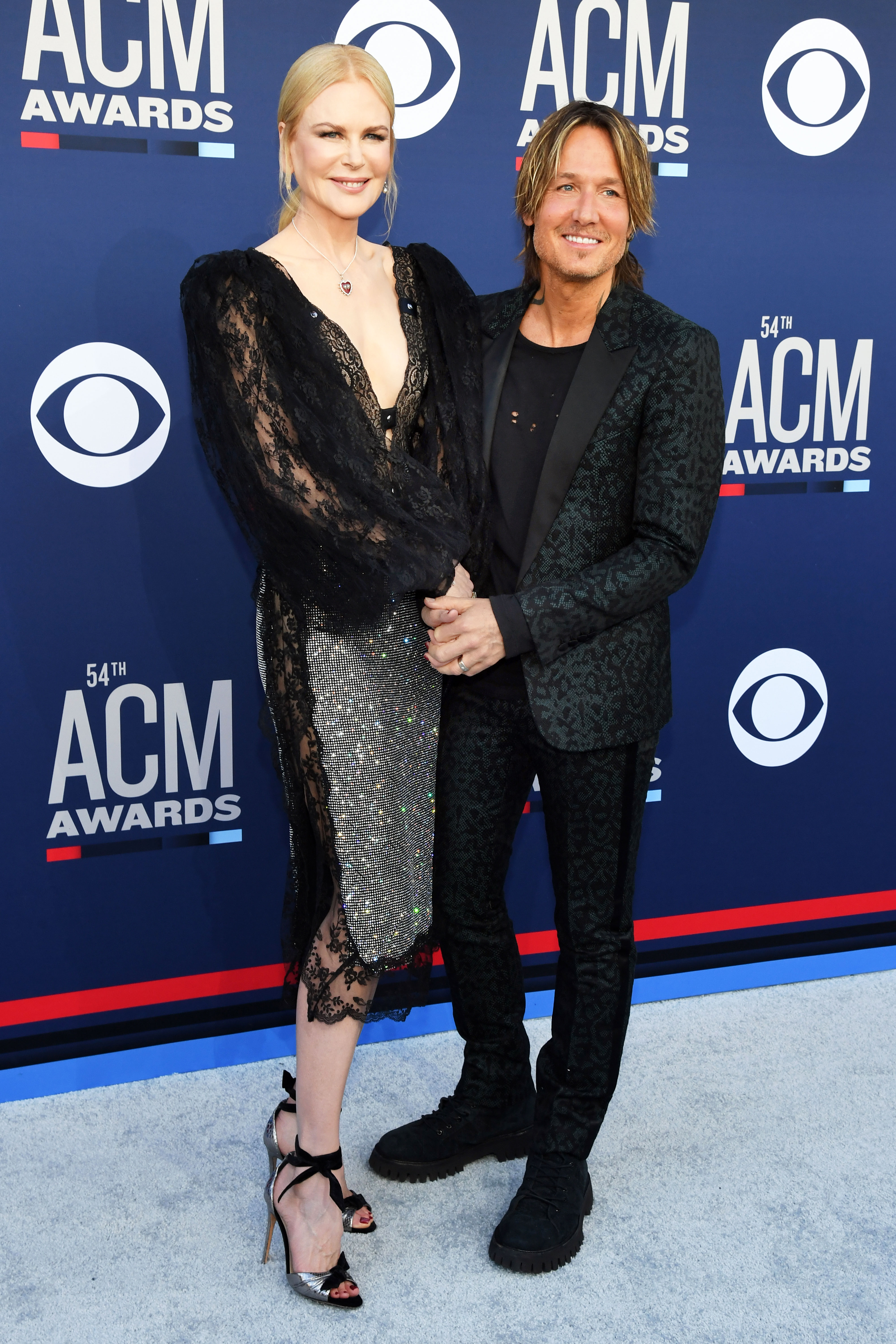 Nicole Kidman and Keith Urban Smoking Hot Couples Style at the ACMs - The ever-stylish couple were color coordinated in black, with the Big Little Lies star dazzling in a lacy Christopher Kane midi and her hubby rocking a printed suit jacket.