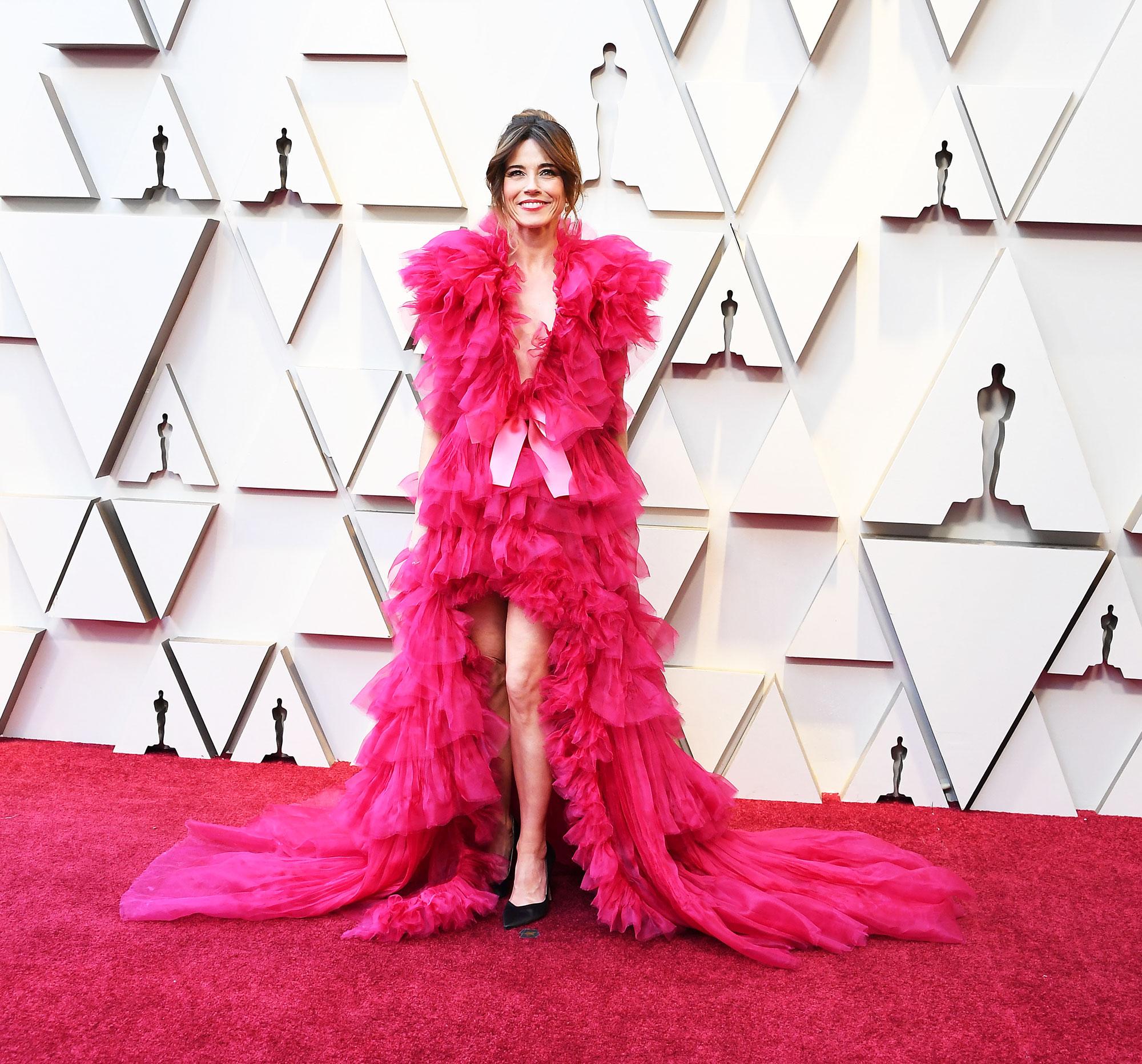 Linda Cardellini stylish - In an organza Schiaparelli Haute Couture on Feb. 24.