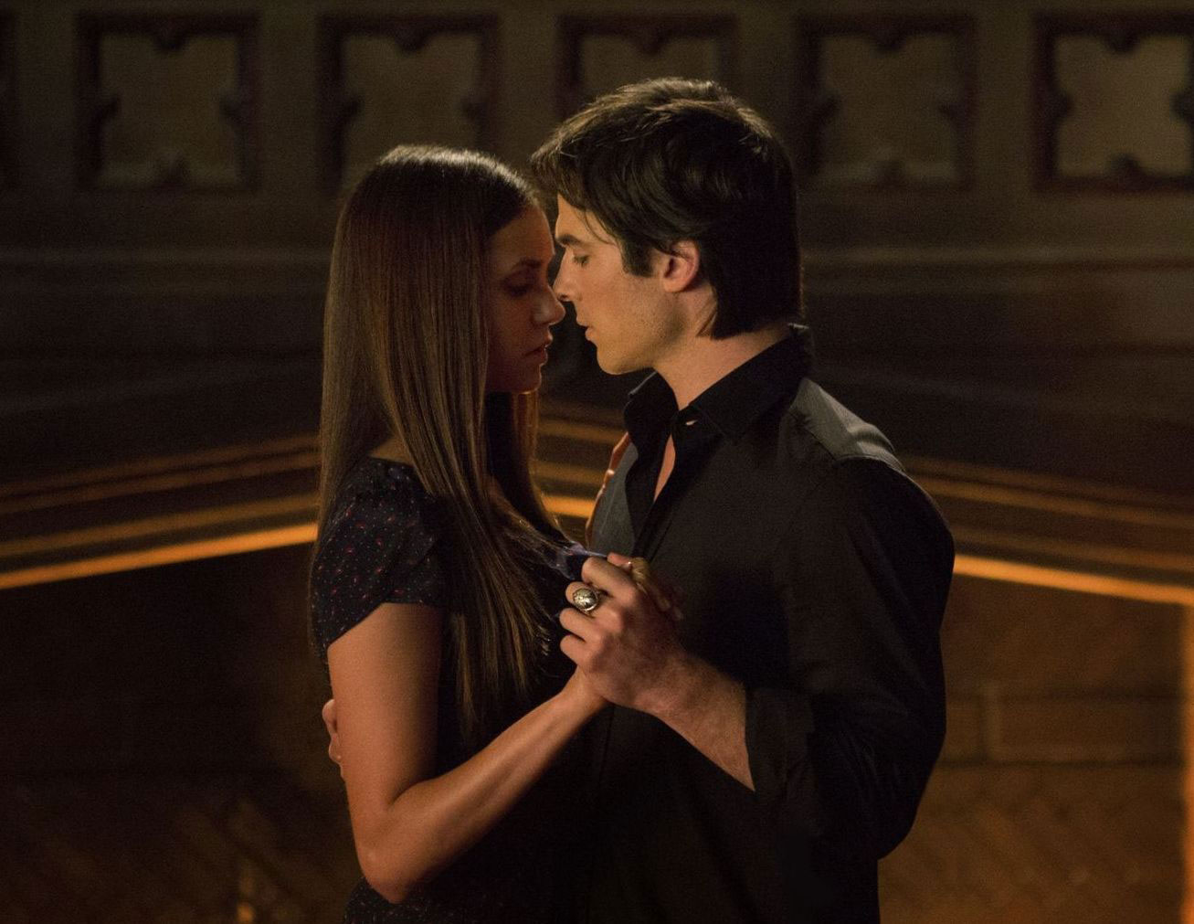 TV Couples Who Dated IRL Damon and Elena The Vampire Diaries - Shortly after Nina Dobrev and Ian Somerhalder met on The Vampire Diaries , they began dating in 2010. However, after three years together, the pair called it quits but their characters stayed together on the series.
