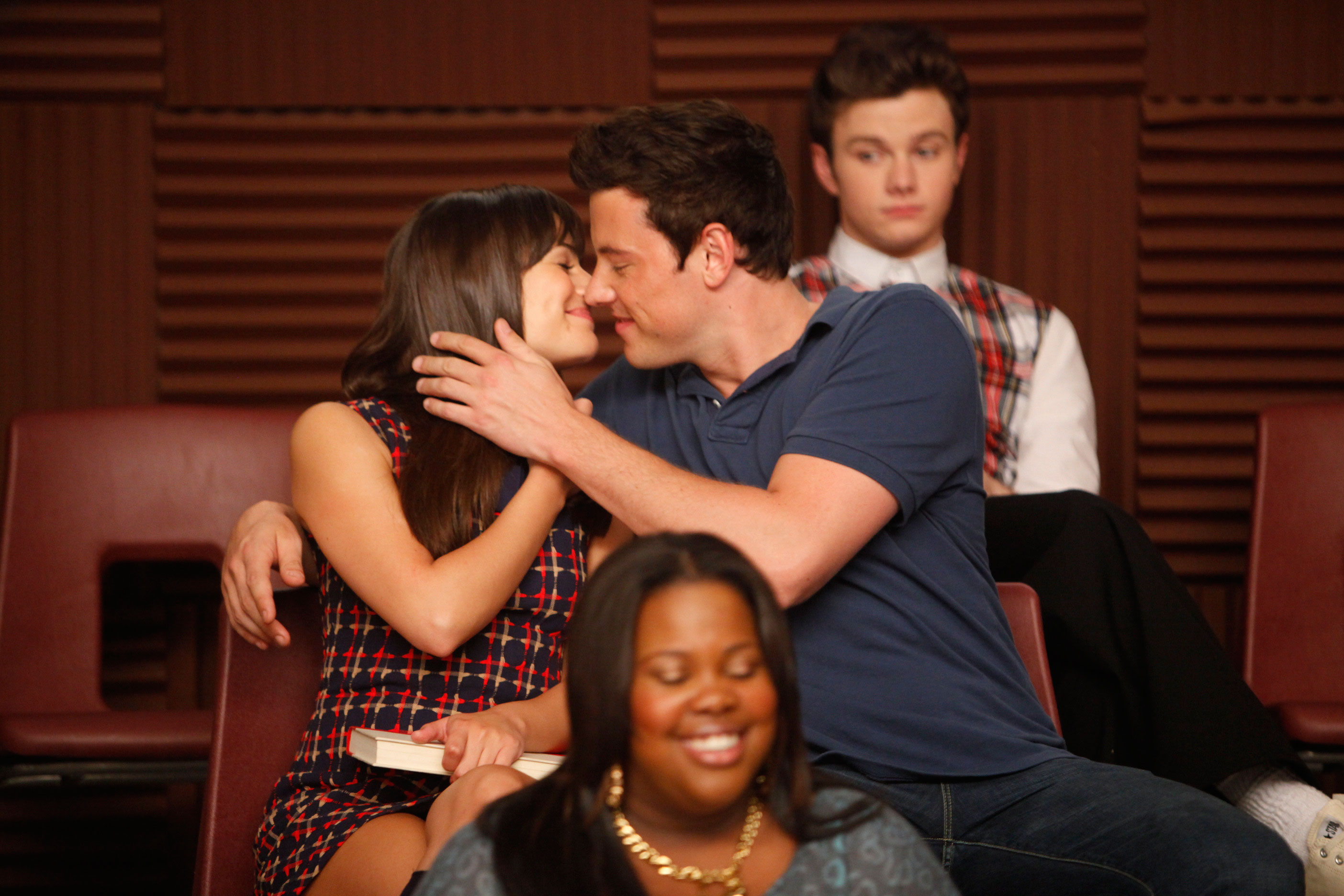 TV Couples Who Dated IRL Finn and Rachel Glee - Throughout the six-year span of Glee , costars Lea Michele and Cory Monteith had an on-off relationship up until his death in 2013.