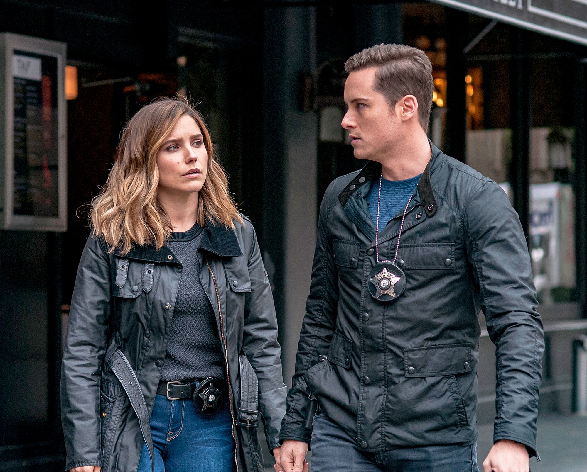 TV Couples Who Dated IRL Erin Lindsay and Jay Halstead Chicago P.D. - Partners on Chicago P.D. and in real life! Bush and Jesse Lee Soffer dated for about a year, as did their characters, before amicably going their separate ways in 2015.