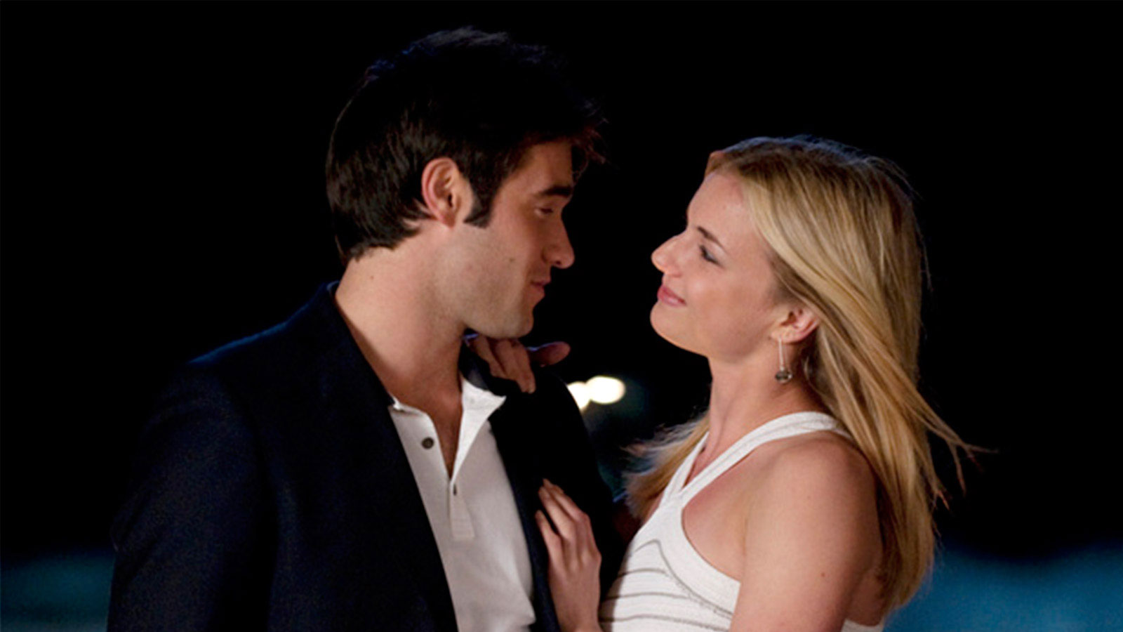 TV Couples Who Dated IRL Emily and Daniel Revenge - On Revenge , Emily VanCamp 's Amanda and Josh Bowman 's Daniel tied the knot. The actors began dating in 2012 after meeting on the series the year before.