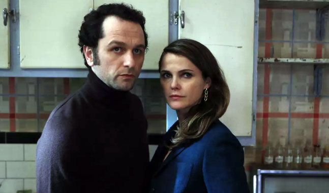 TV Couples Who Dated IRL Elizabeth and Phillip The Americans - While Elizabeth and Phillip had quite the intense story line during The Americans , which ran from 2013 to 2018, Keri Russell and Matthew Rhys went public as a couple in 2014 and welcomed a son in 2016.