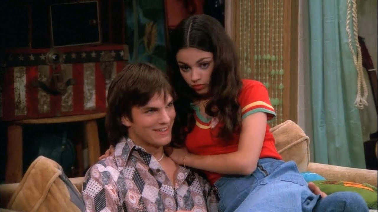 TV Couples Who Dated IRL Jackie and Kelso That 70s Show - Although Ashton Kutcher and Mila Kunis didn't date during That 70s Show , on which they were costars from 1998 to 2006, the two began dated six years after the show wrapped. They married in 2015 and share two children.