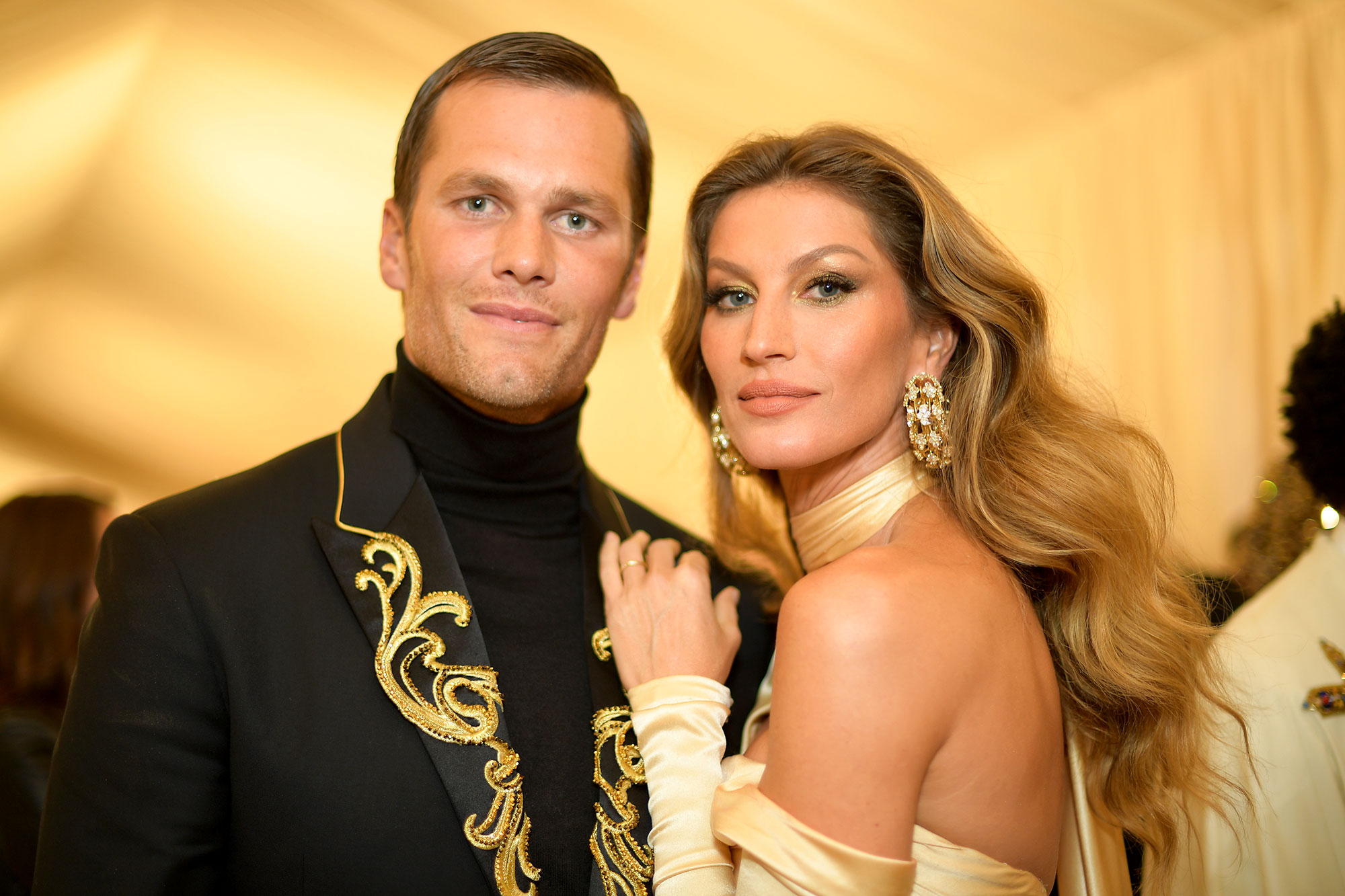 Celebrity Couples Who Got Engaged and Married in the Same Year - Engaged: January 2009 Married: February 26, 2009 Status: Still married with two children, son Benjamin and daughter Vivian, plus Brady's son John with ex-girlfriend Bridget Moynahan