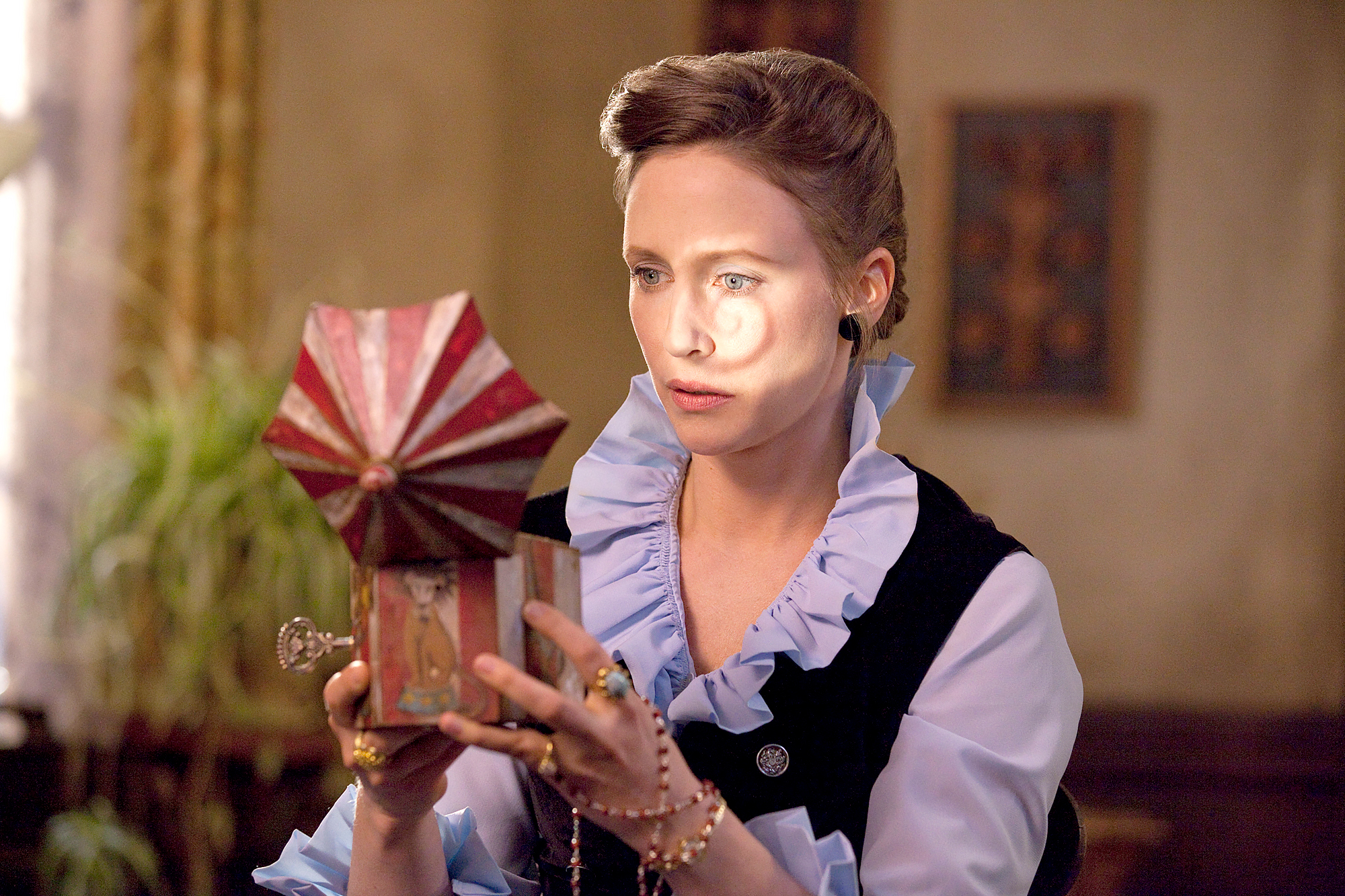 VERA-FARMIGA-as-Lorraine-Warren-in-The-Conjuring