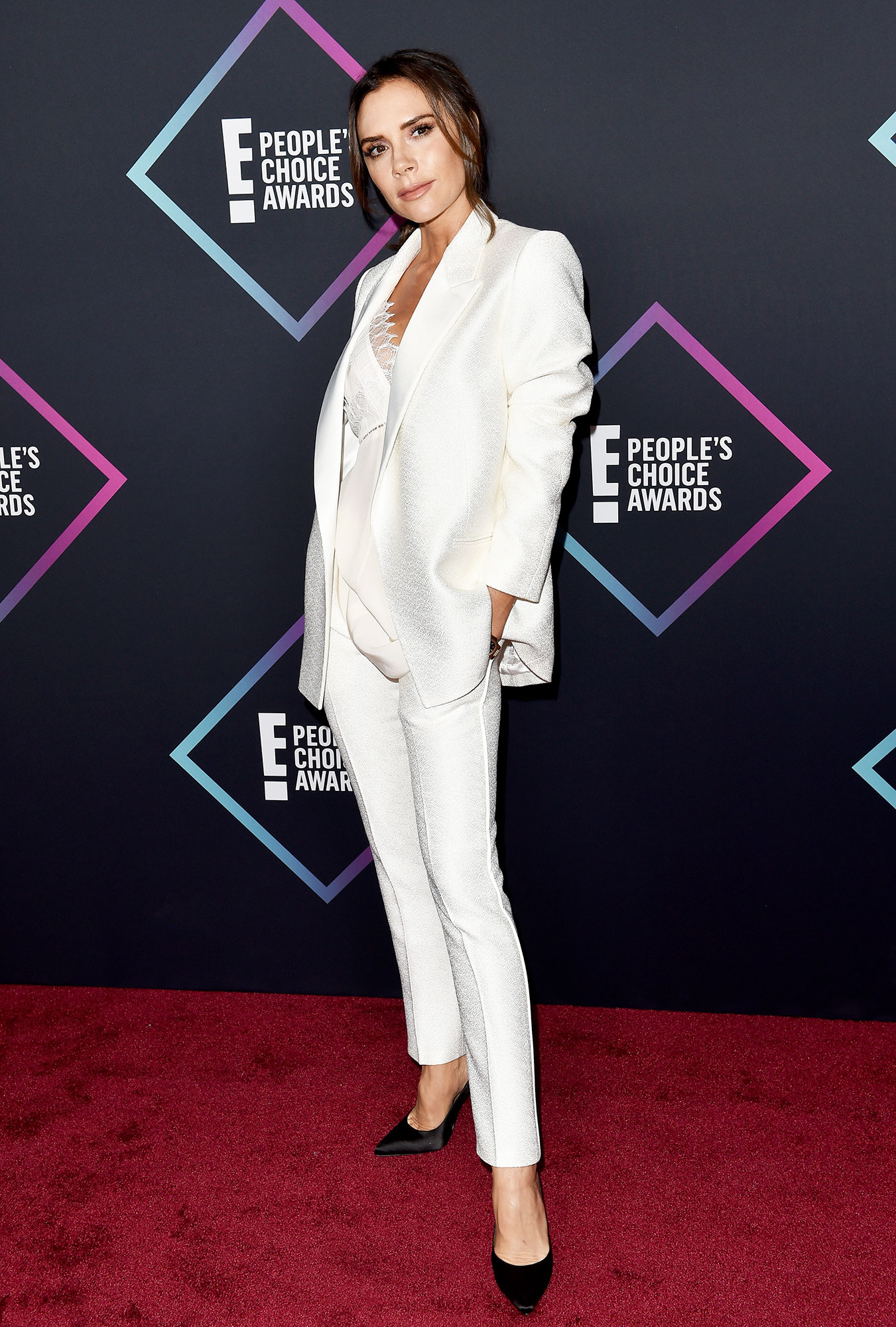 Victoria Beckham People's Choice Awards 2018 - Victoria Beckham attends the People's Choice Awards 2018 at Barker Hangar on November 11, 2018 in Santa Monica, California.