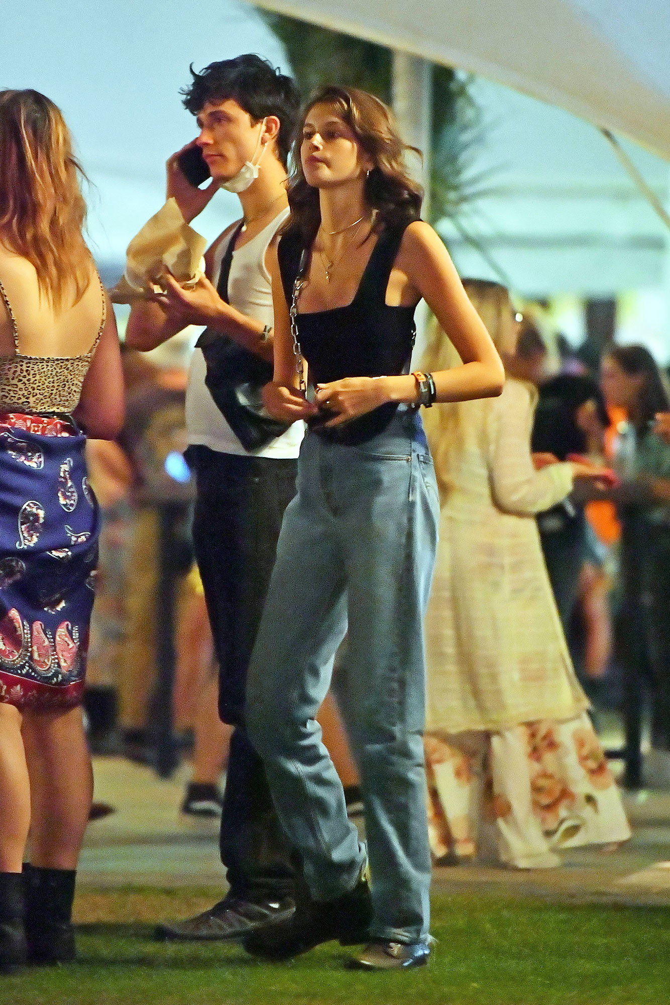 coachella fashion Kaia Gerber - Slouchy jeans and a strappy black top were the Coachella equivalent of model-off-duty-chic for Cindy Crawford's mini-me on Sunday, April 14.