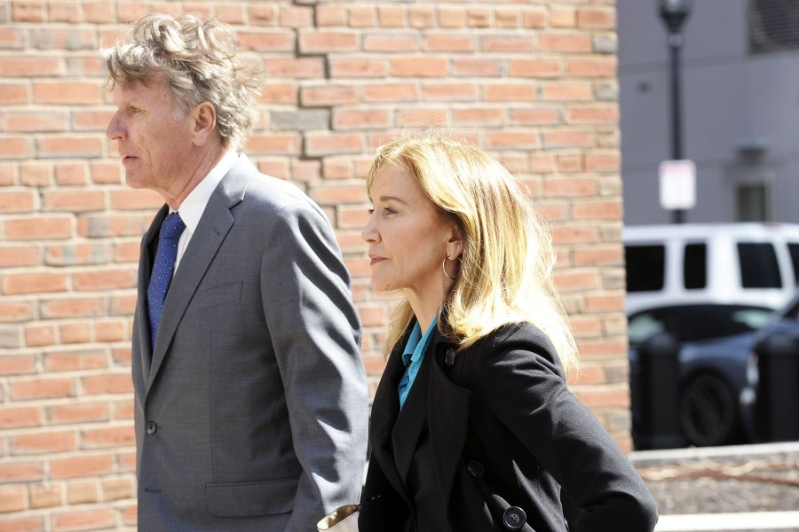 Felicity Huffman Arrives at Court Ahead of Hearing Over College Admissions Scam