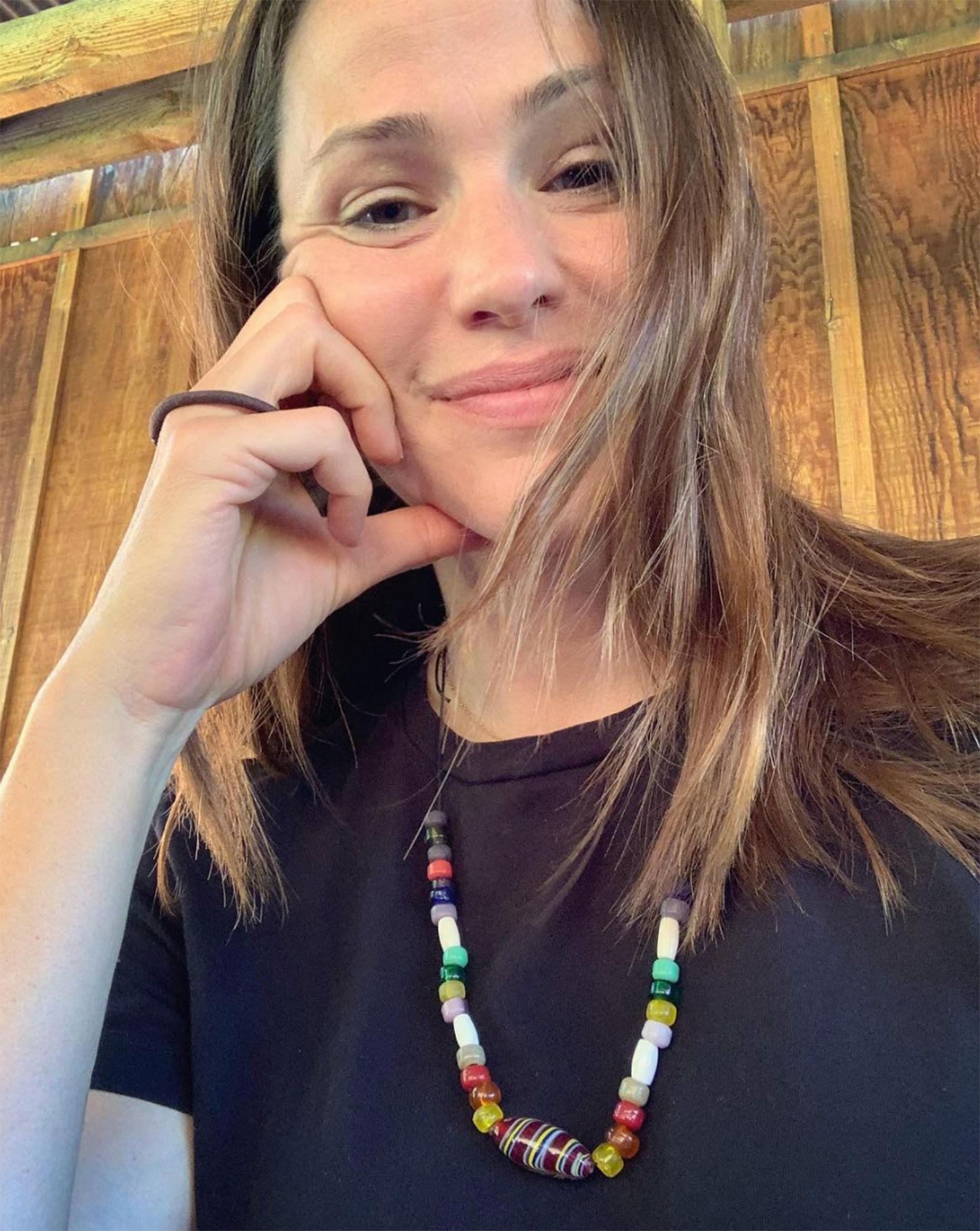 Jennifer Garner makeup free natural beauty