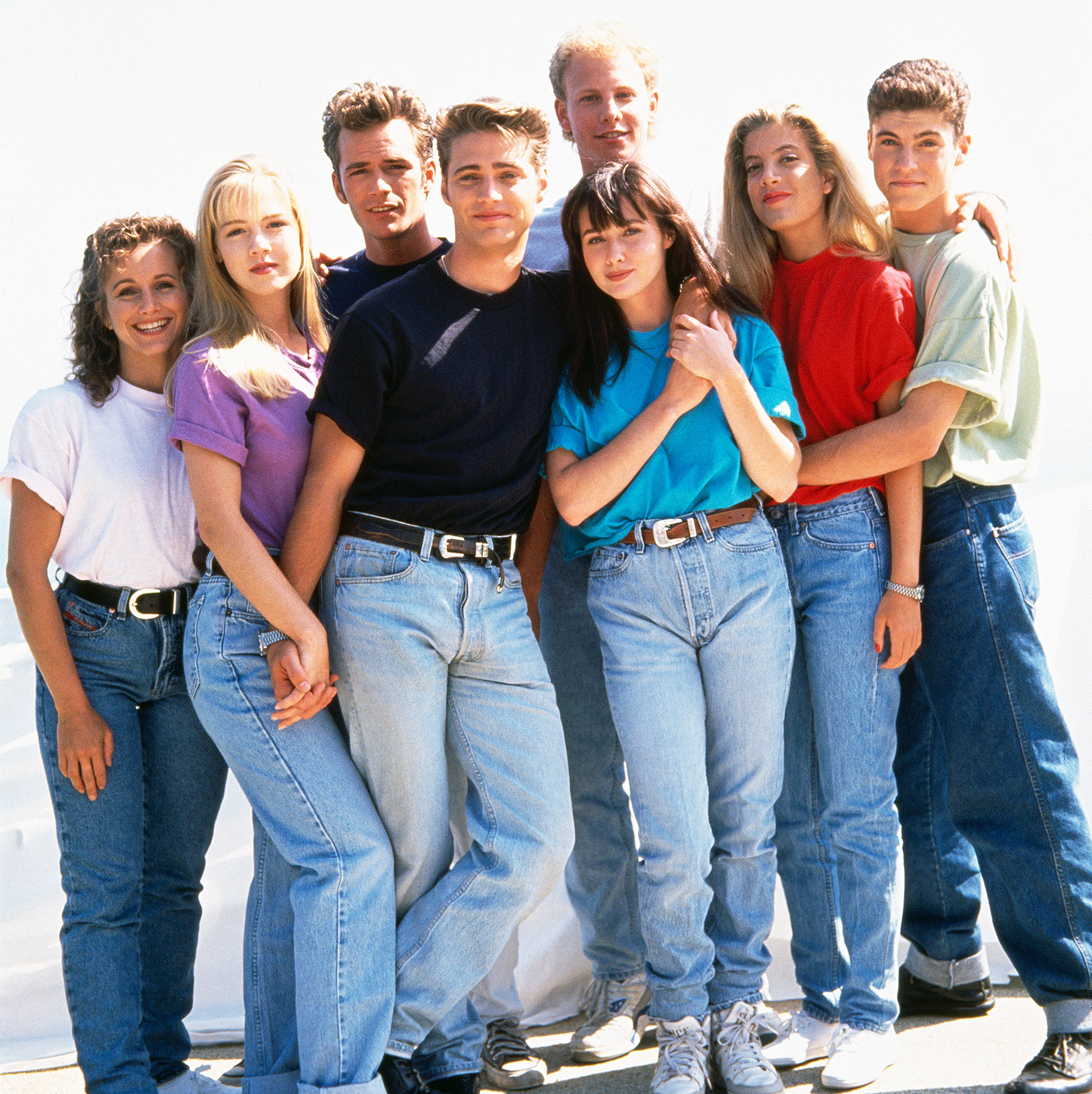 Beverly Hills 90210 Cast 1991 - Gabrielle Carteris, Jennie Garth, Luke Perry, Jason Priestley, Ian Ziering, Shannen Doherty, Tori Spelling and Brian Austin Green on 'Beverly Hills, 90210' in 1991.